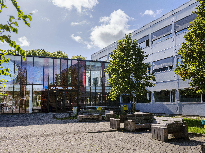 Purmerendse Da Vinci College gaat twee weken dicht na corona-uitbraak onder leerkrachten. Grote onrust onder docenten en ouders