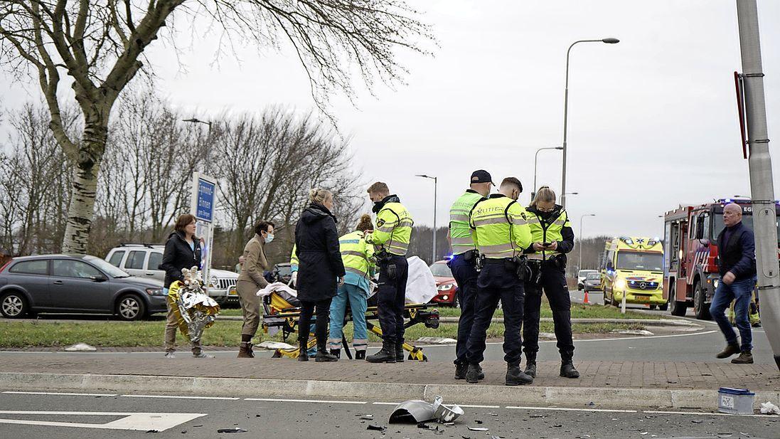 Aanrijding tussen twee auto's in Egmond Binnen, vier inzittenden gewond geraakt
