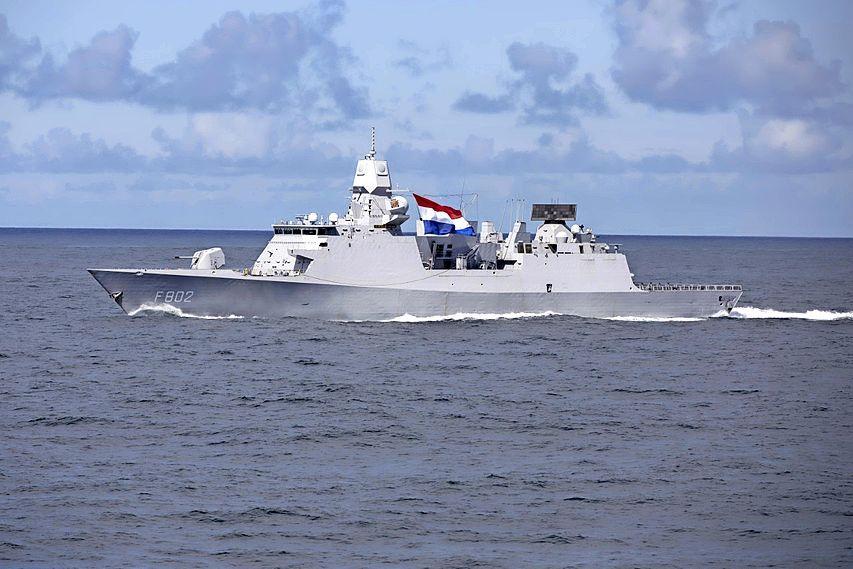 Nederlandse marine levert de informatie om raket, die met 14.000 km per uur uit de ruimte komt, uit te schakelen
