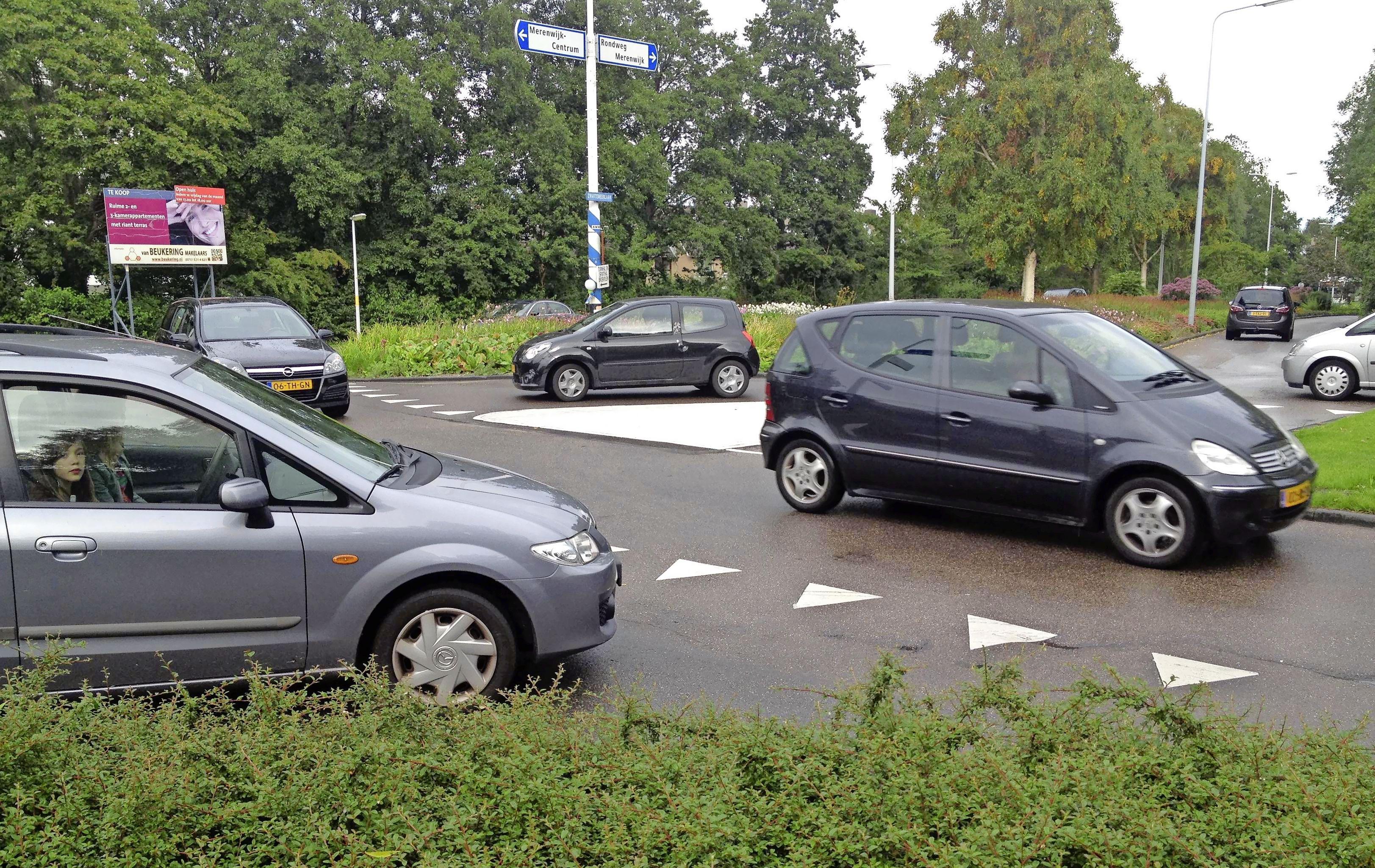 Plan in Leidse Merenwijk tegen halen en brengen leerlingen met de auto