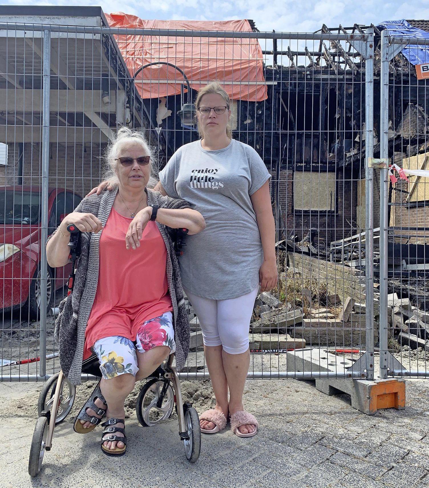 Nancy start inzamelingsactie voor haar moeder en de andere bewoners die door de brand in Zwaag hun huis zijn verloren