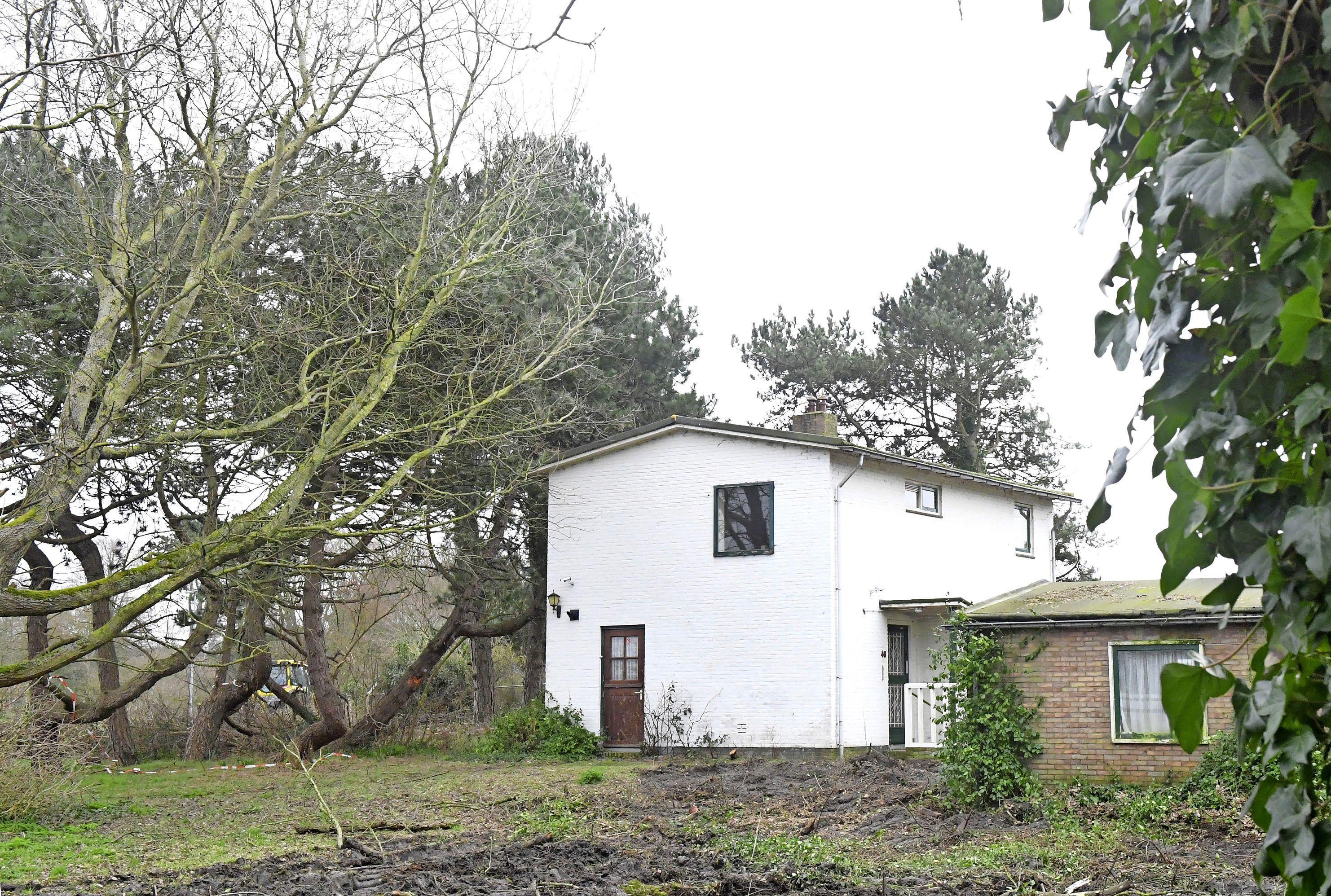 De verloederde witte villa van Huisduinen is weer zichtbaar. 'Ik hoop dat er iets moois voor in de plaats komt'