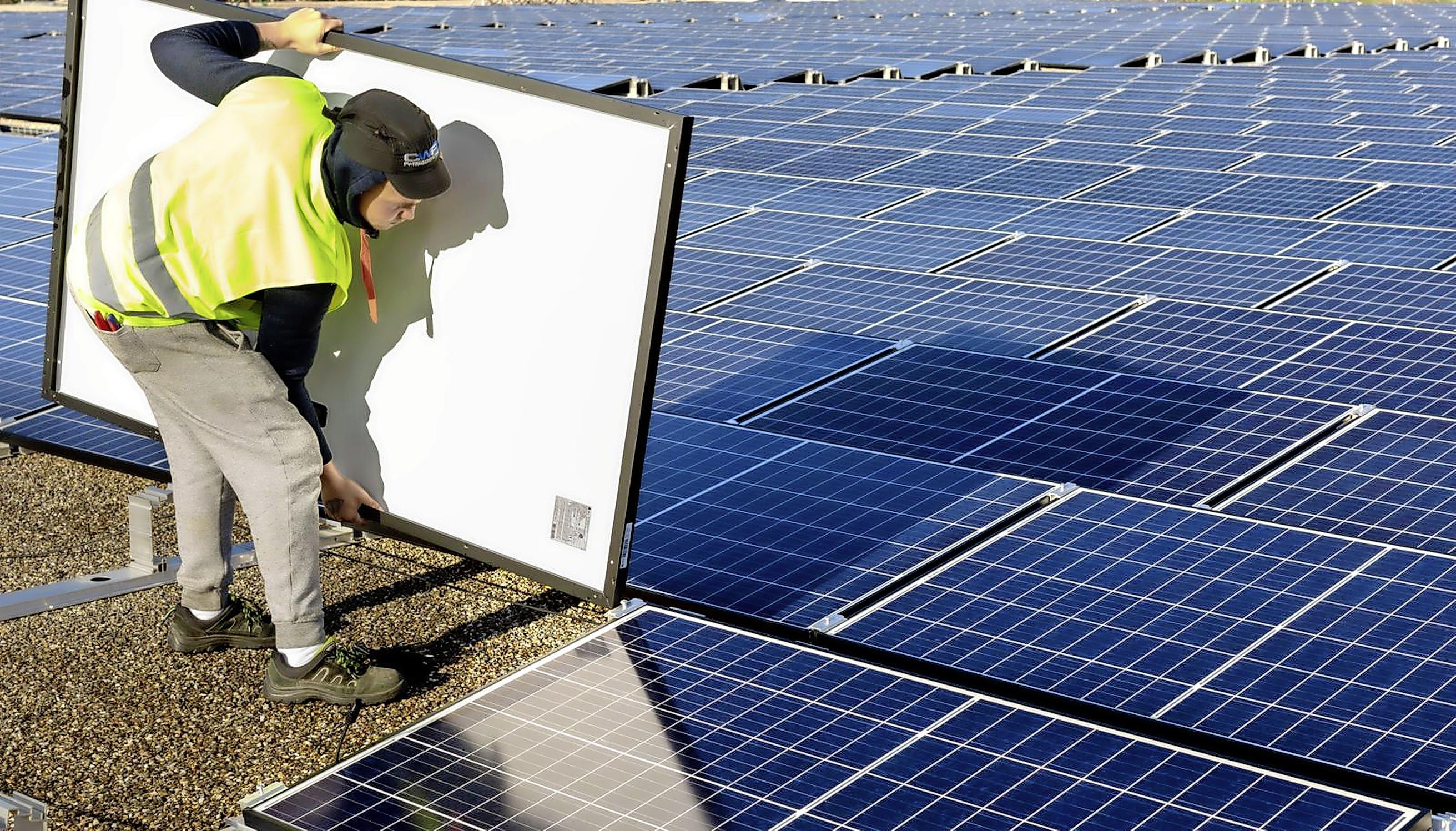 Zonnepark Wieringermeer van 11.000 naar 31.000 panelen. Uitbreiding halverwege 2022 gereed