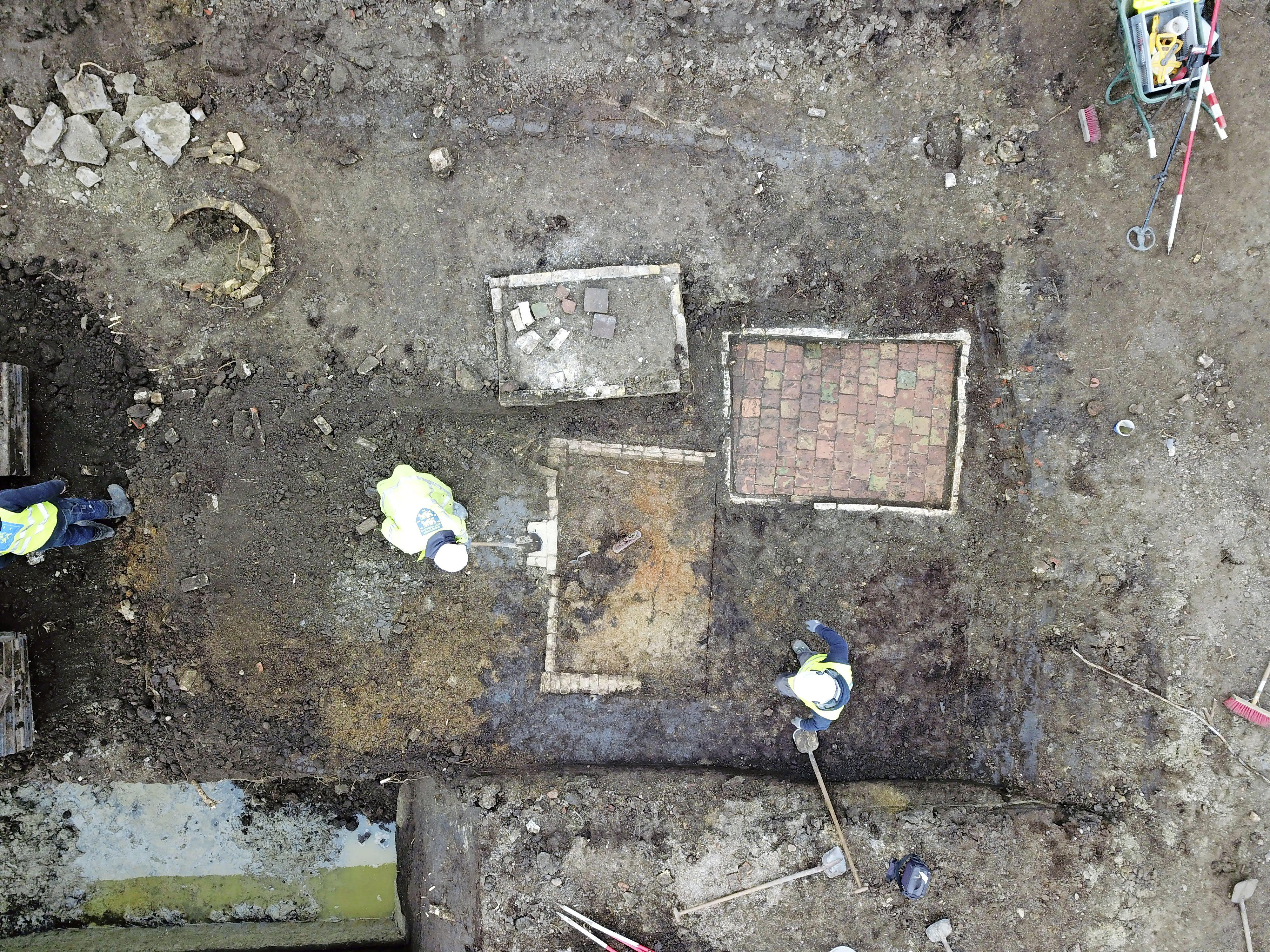 Archeologie West-Friesland legt gave terp bloot in lintbebouwing Bovenkarspel. 'We zoeken het verhaal van een plek'