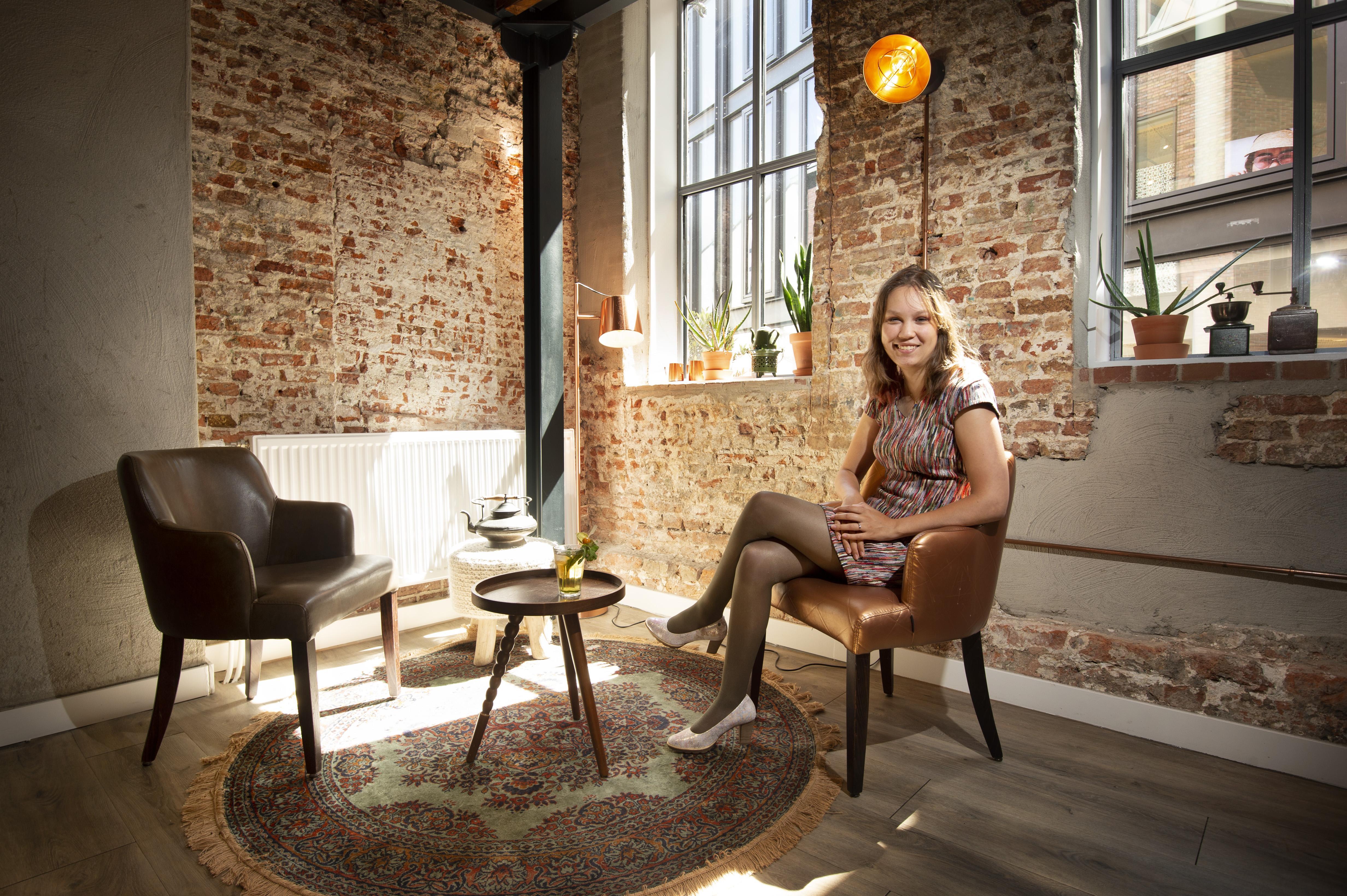 Leidse Jiska Ogier (25) weet als gehandicapte bij politiek, in het ov en op social media te scoren