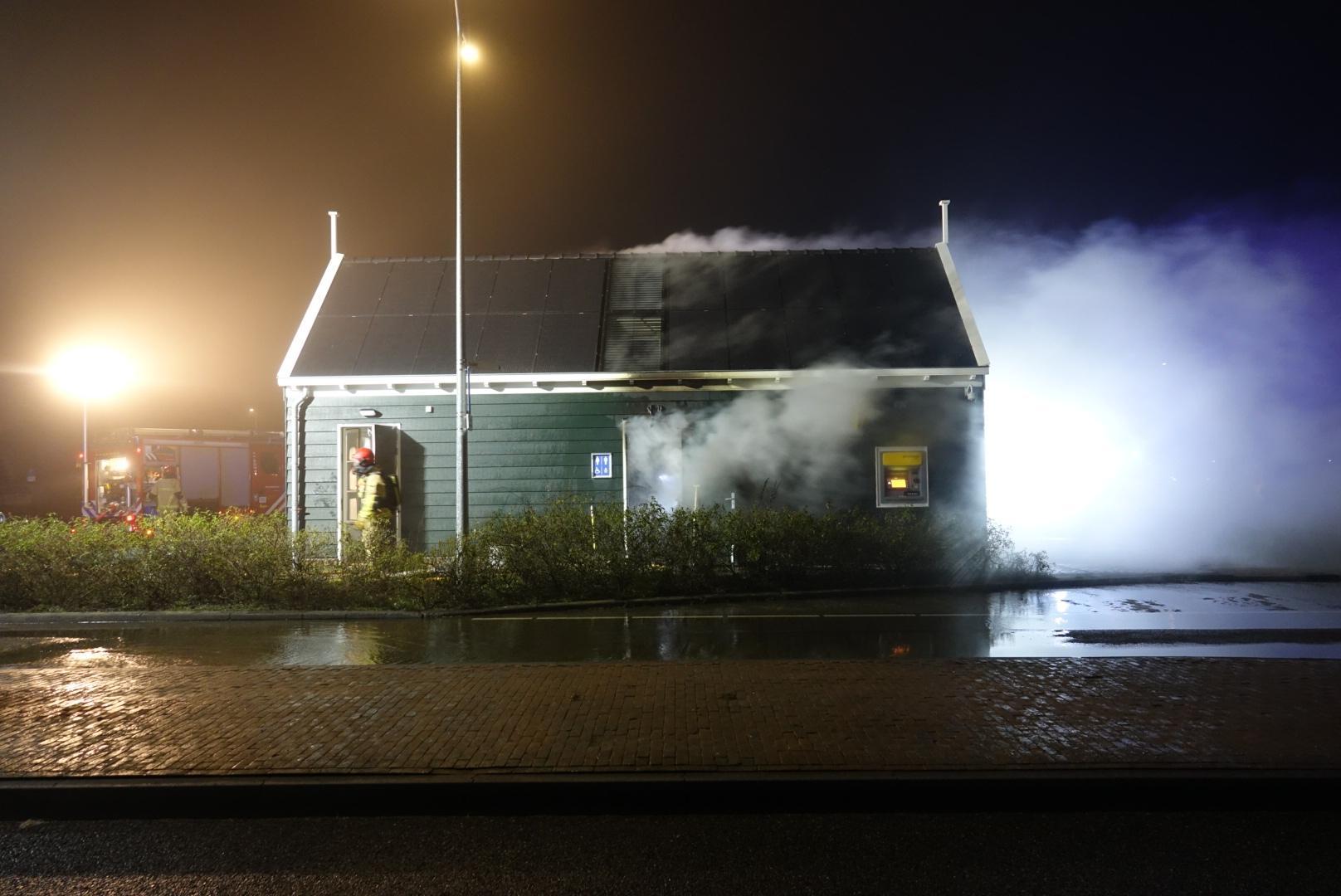 Brandweer rukt uit voor brand bij toiletten Kruisbaakweg Marken