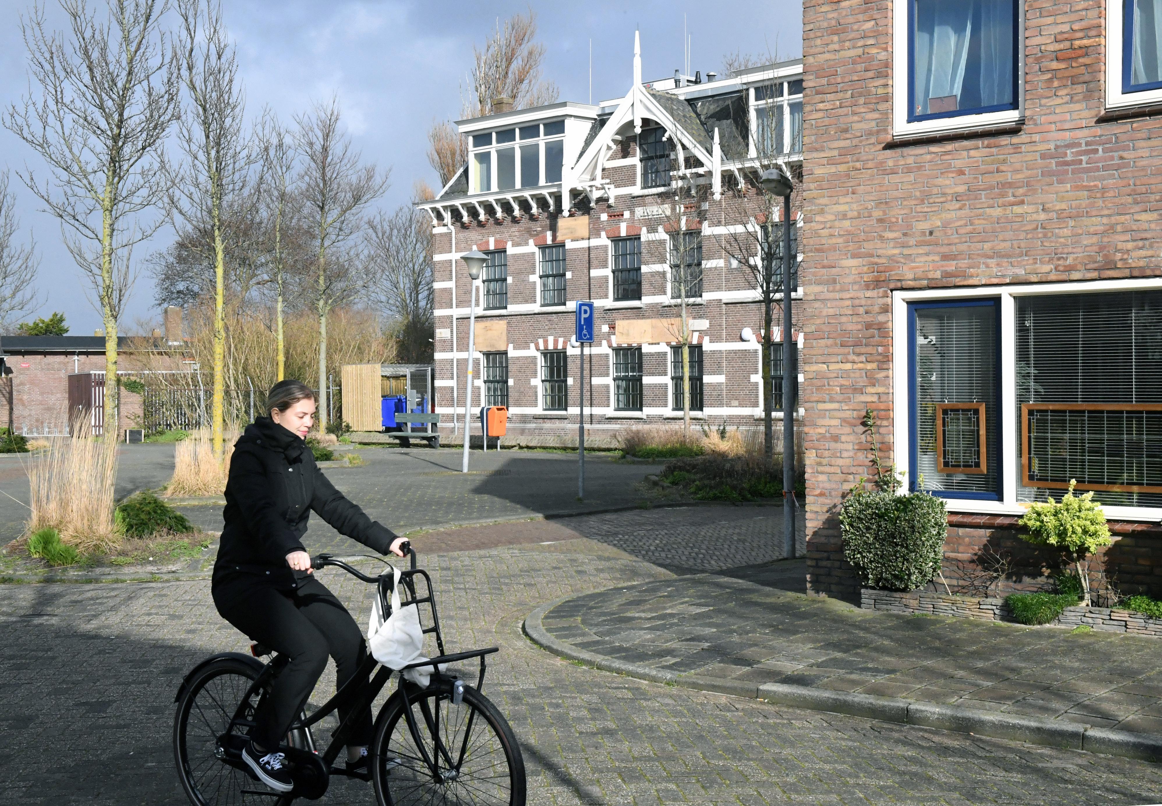 Den Helder damt de instroom van asielzoekers en alleenstaande minderjarige vluchtelingen in. En voortaan kunnen alleen statushouders die in een Helders azc hebben gezeten, in de marinestad een woning krijgen