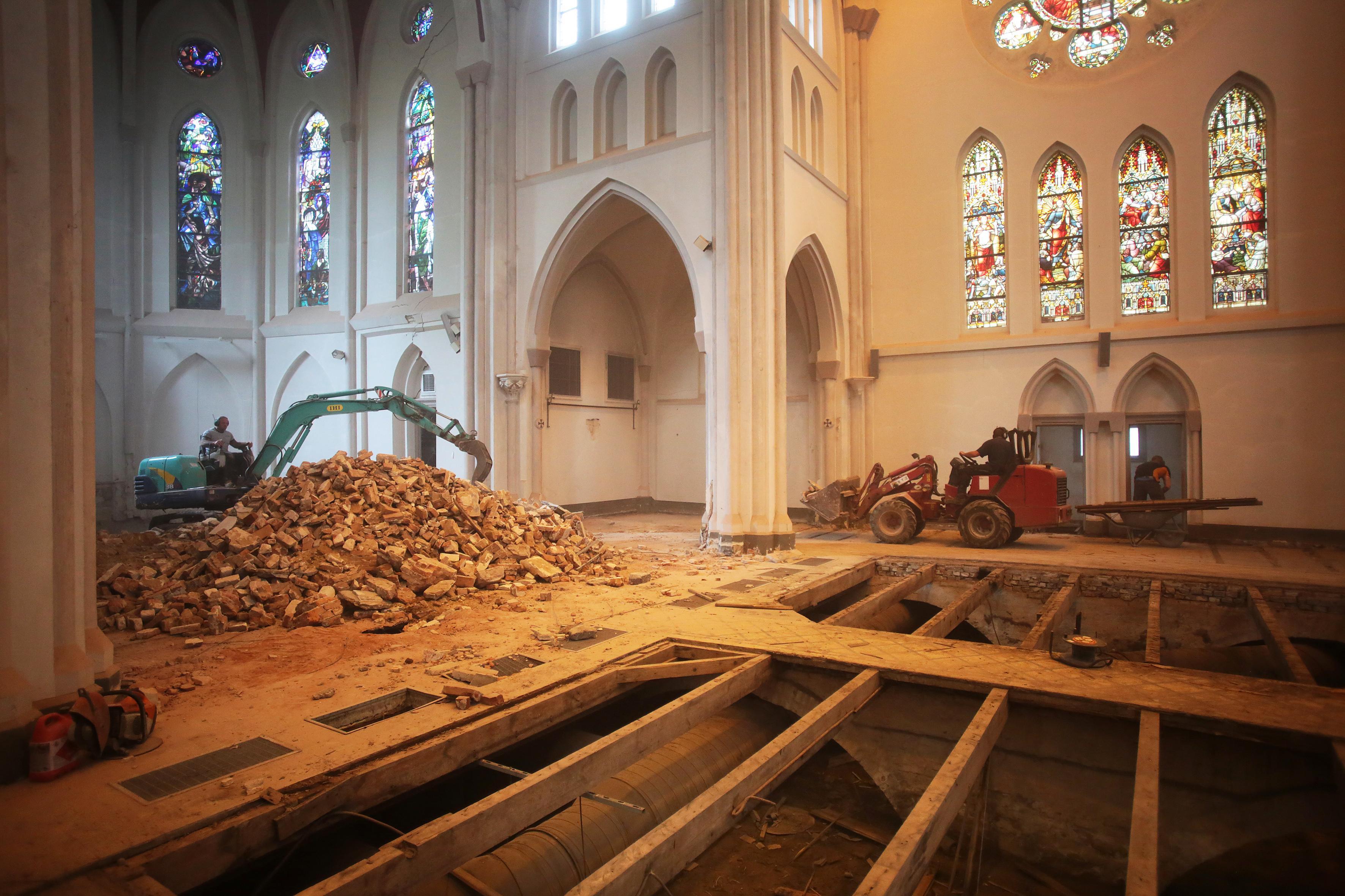 Eerste paal voor herstelwerk aan Laurentiuskerk Weesp