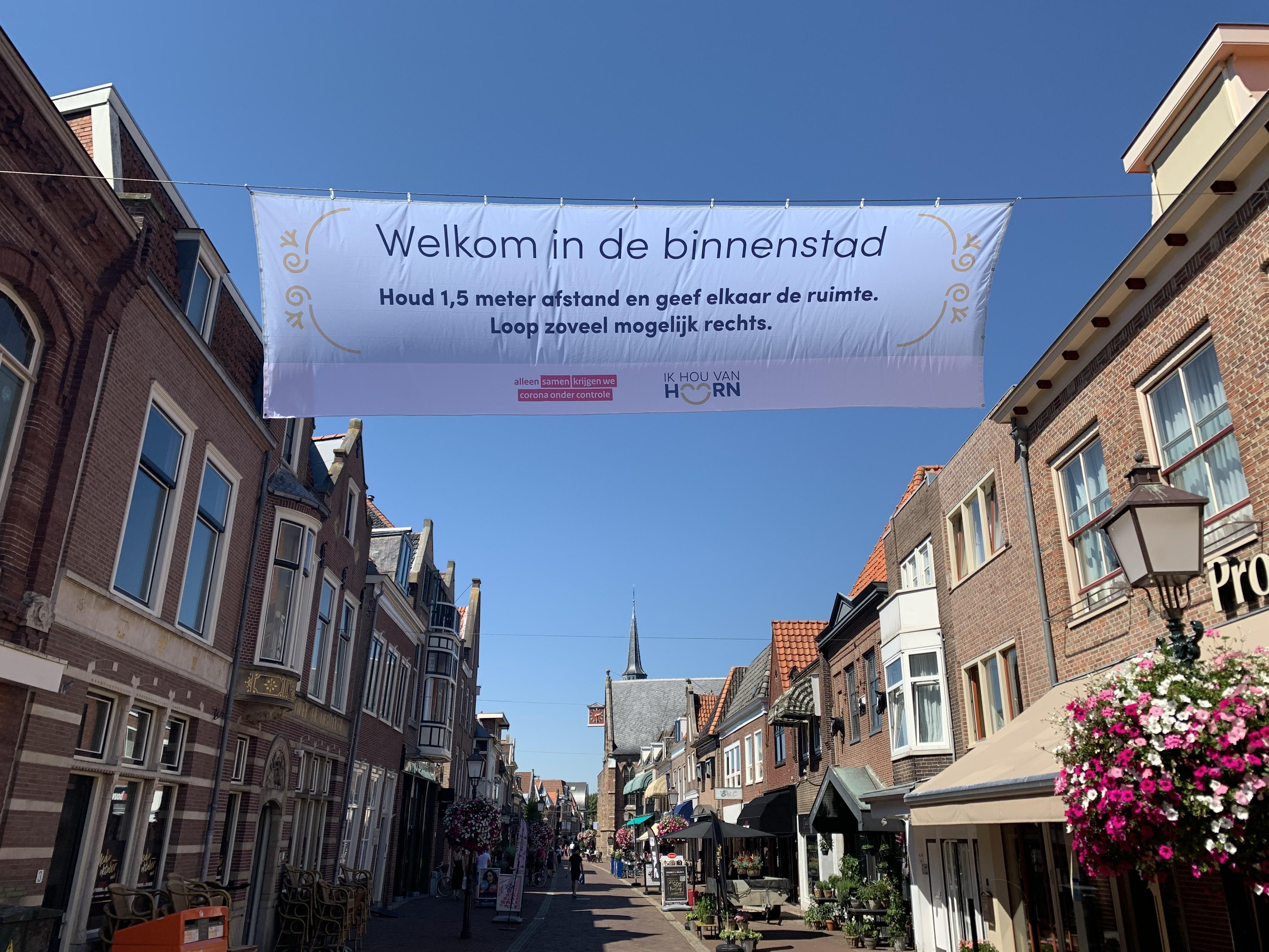 Druktemeters in Hoorn controleren mensenmassa tijdens kermis en Lappendag