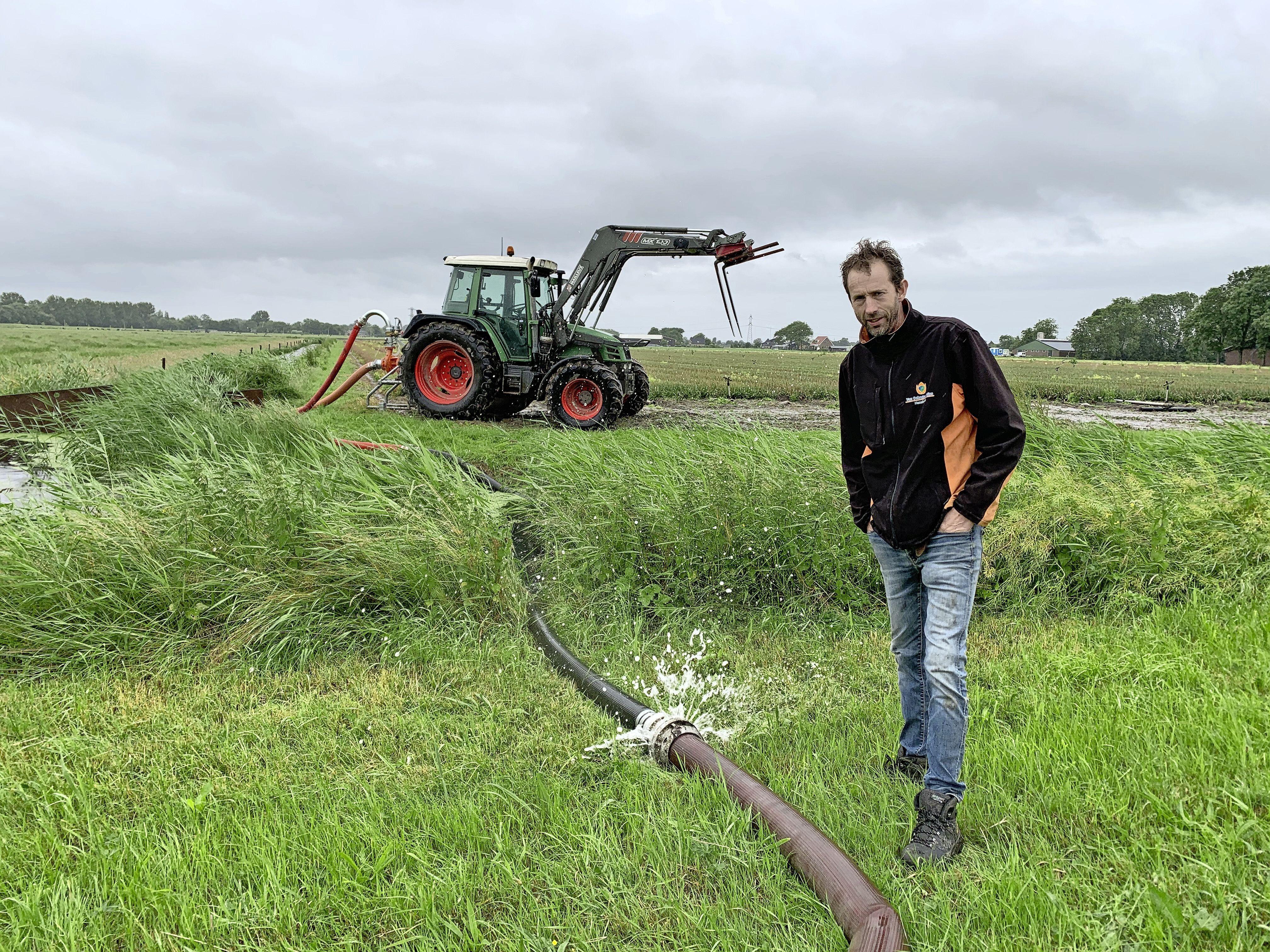 'Ons vreten staat te verzuipen op het land.' Bollenkwekers woest op het waterschap na wateroverlast [video]