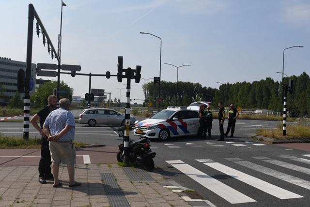 Scooterrijder gewond bij aanrijding in Leiden, Haagse Schouwweg afgesloten