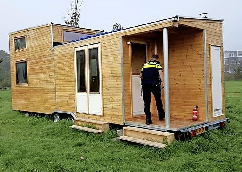 Wonen in een vakantiehuisje mag niet, maar de politiek wil wel tiny houses. Onbegrijpelijk in deze tijd van woningnood