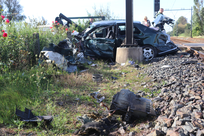 Intercity 'onthoofdt' Mercedes op onbewaakte overgang in Hillegom; Prorail belooft snel ingrijpen