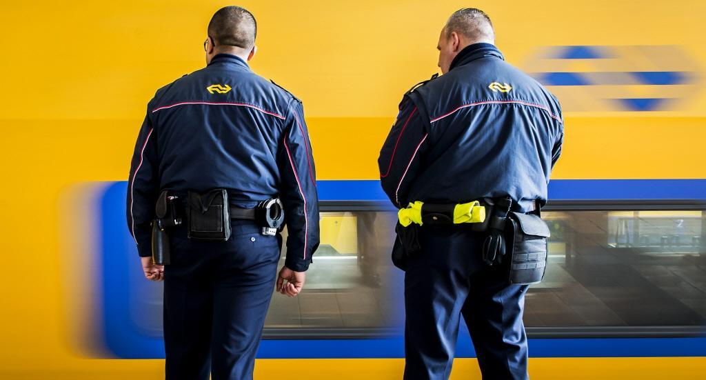 Conducteur zwaar mishandeld door vier mannen op station Spaarnwoude