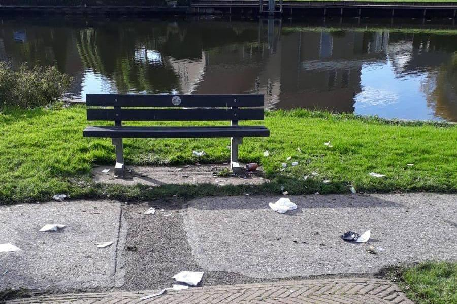 Vernieling, rotzooi en wietzakjes; verontwaardiging door situatie in Emmapark Medemblik