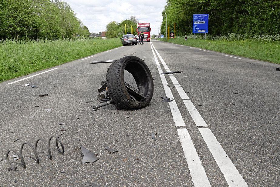 Ravage bij botsing in Noord-Scharwoude; N504 tijdelijk afgesloten voor verkeer