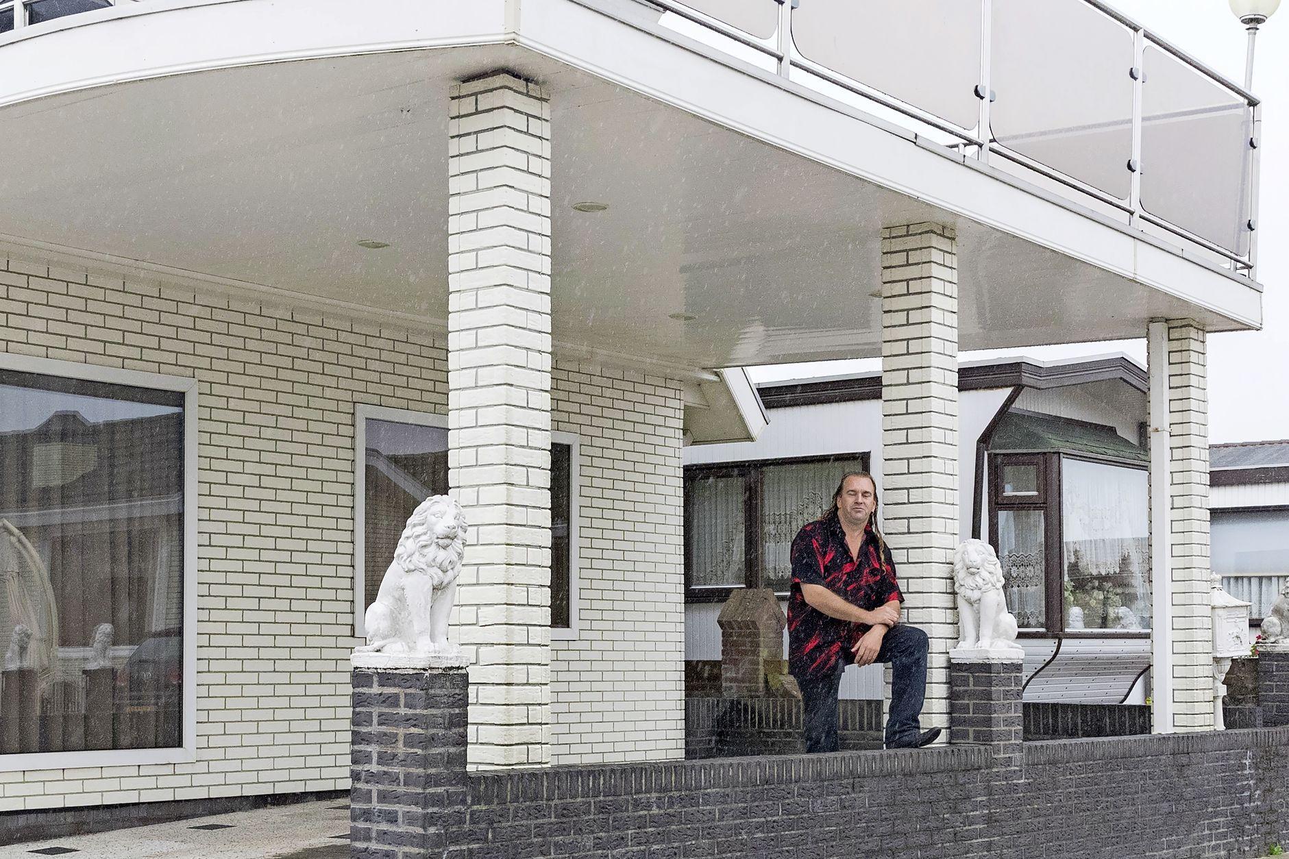 Bewoners 'dolblij' met tien nieuwe plekken op woonwagenkamp Hoorn. Woonhuis óf woonwagen, dat mogen de bewoners zelf bepalen