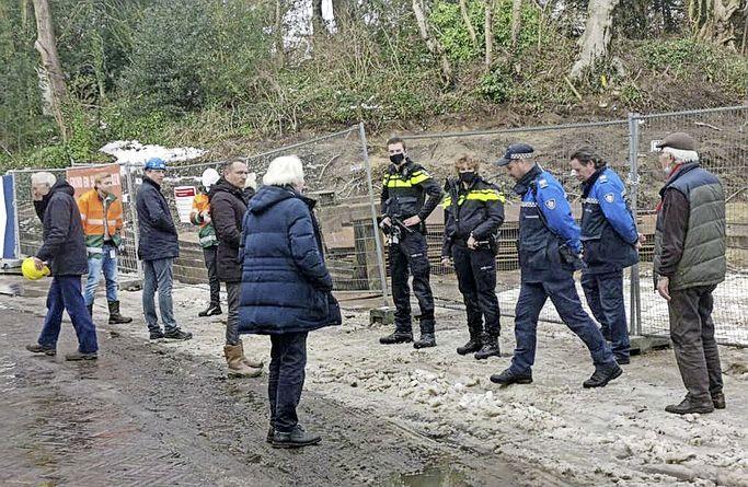 Weer bouwstop aan Potgieterweg in Bloemendaal. Veel omwonenden ongerust over hun huizen