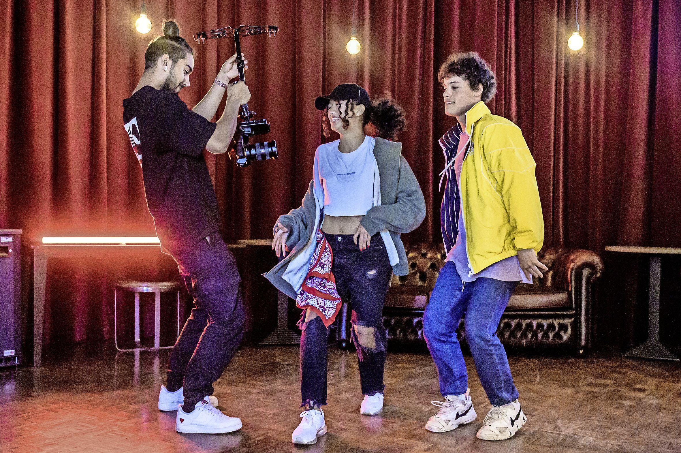 Talentenshow Zaanstormend vindt dit jaar online plaats, de jonge deelnemers tonen hun acts in zelfgemaakte videoclips