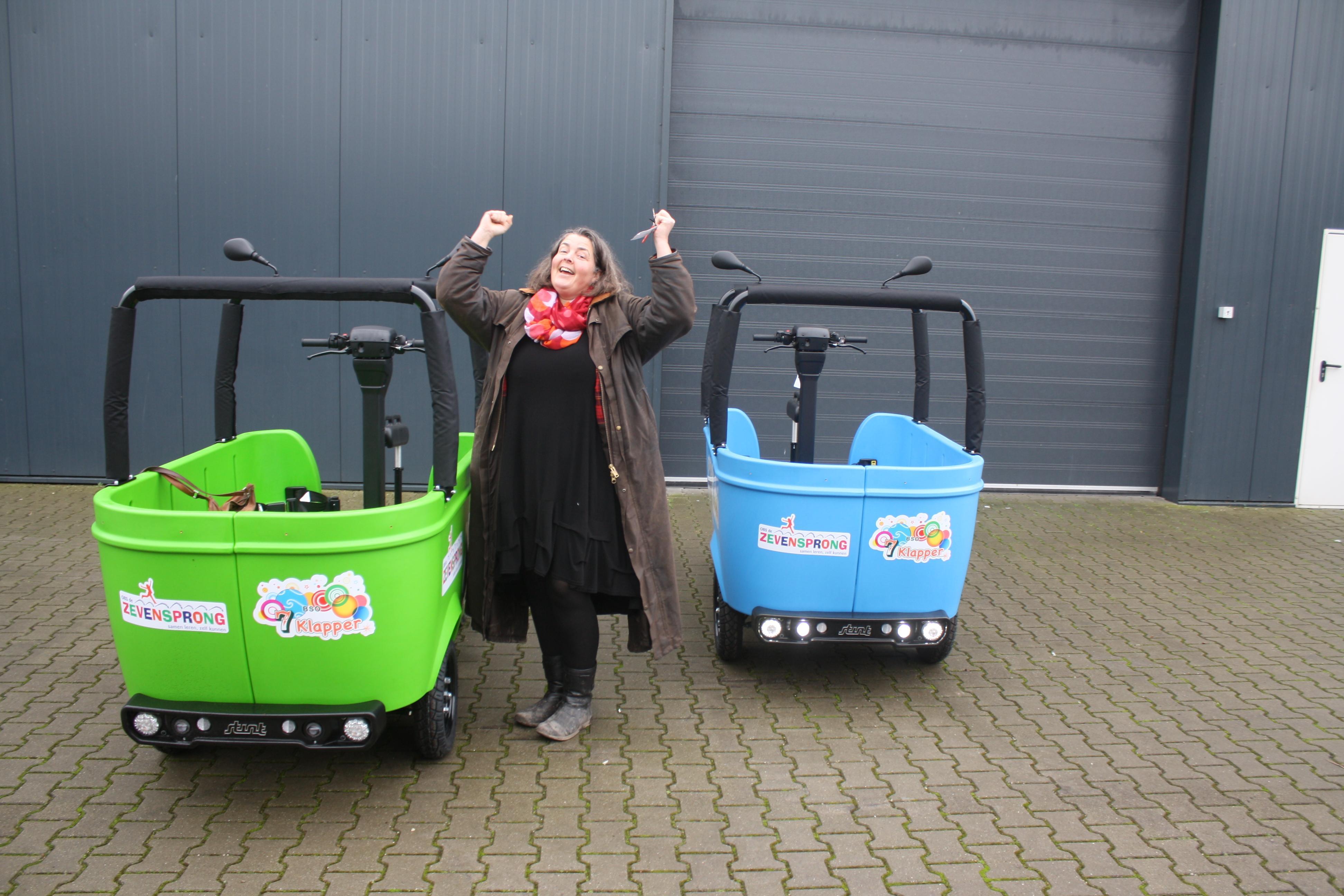 Bso-bus voor beide dorpsscholen van Rijsenhout, cadeautje van Leefbaarheidsfonds