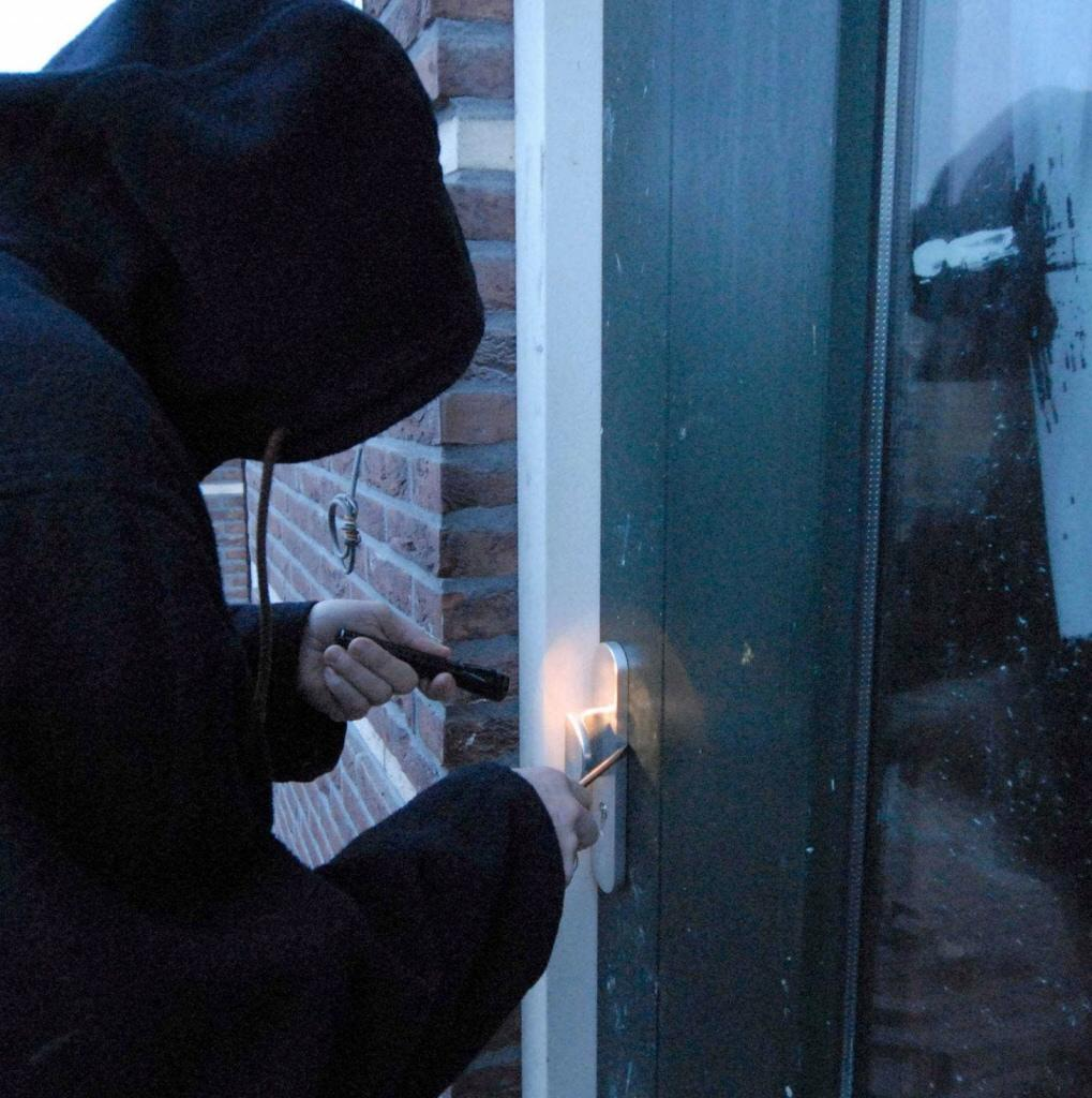 Drie mannen gezocht voor woninginbraak in Zaandam