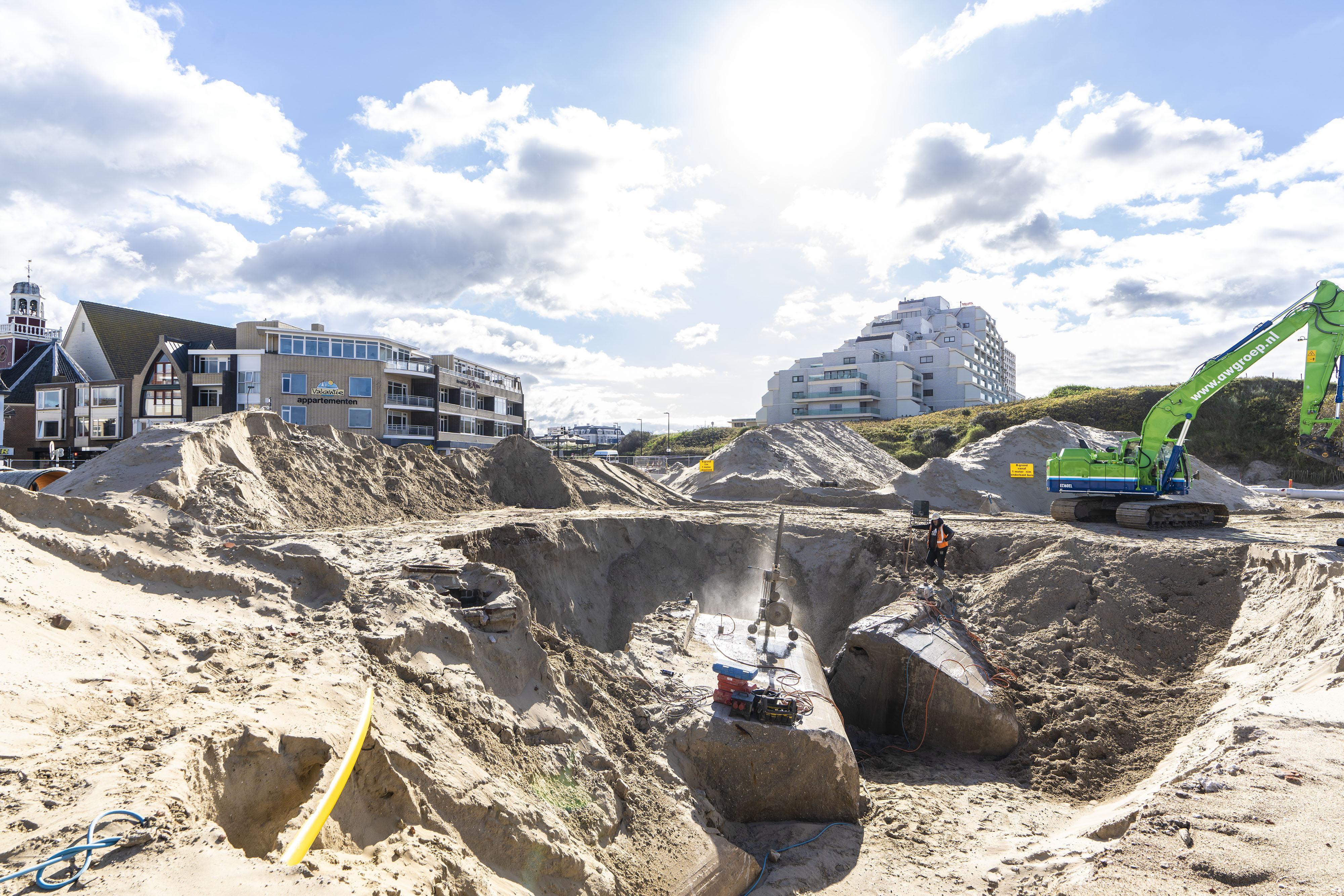 Het oorlogsbeton van de Atlantikwall zaag je niet zomaar door, maar het lukt in Noordwijk