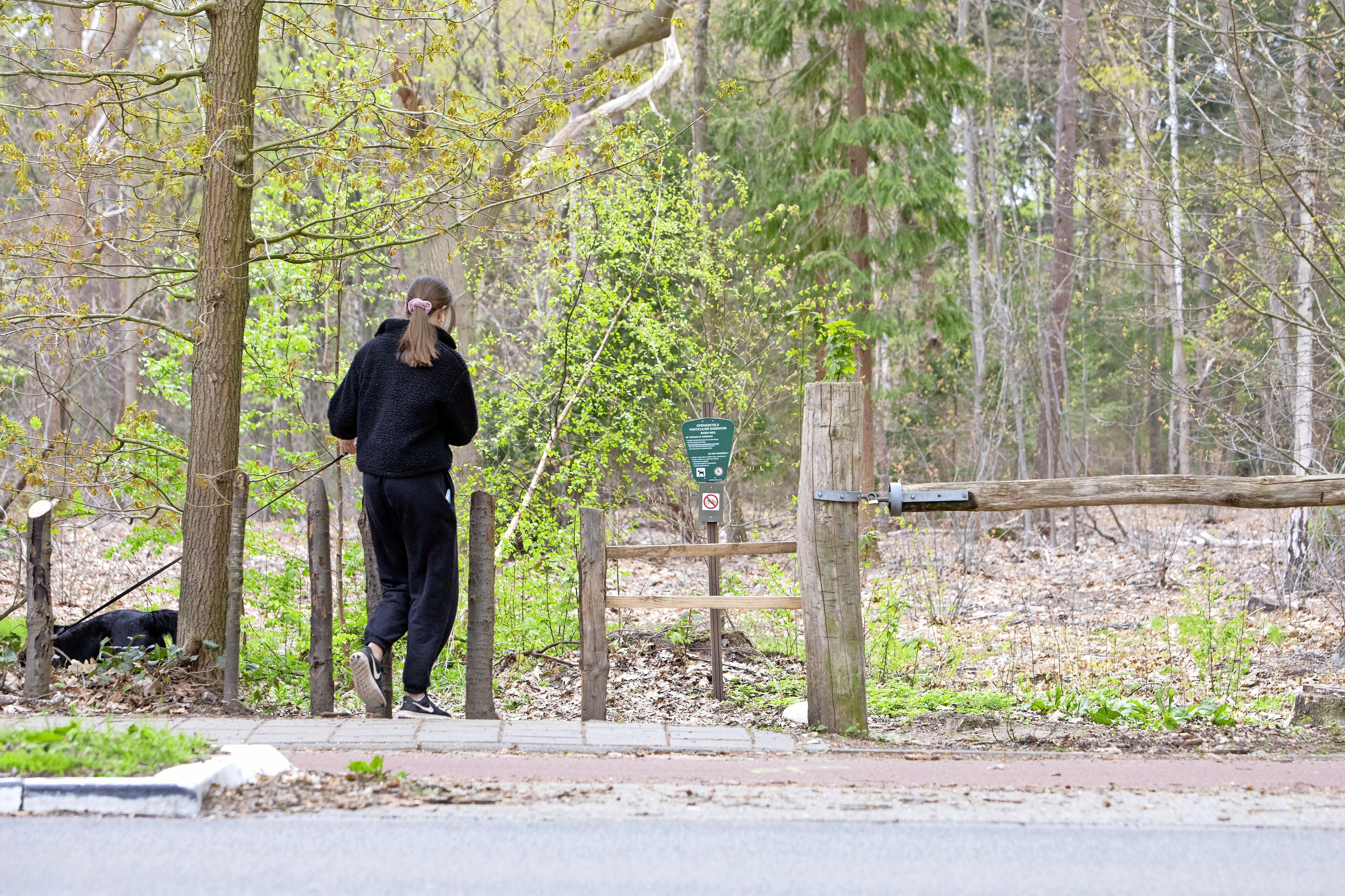 Bos van landgoed Buitenzorg op slot voor fietsers en mtb'ers, want eigenaar Floris Guépin ziet geen andere oplossing meer; 'Ze raggen overal doorheen, zijn alleen maar met zichzelf bezig'