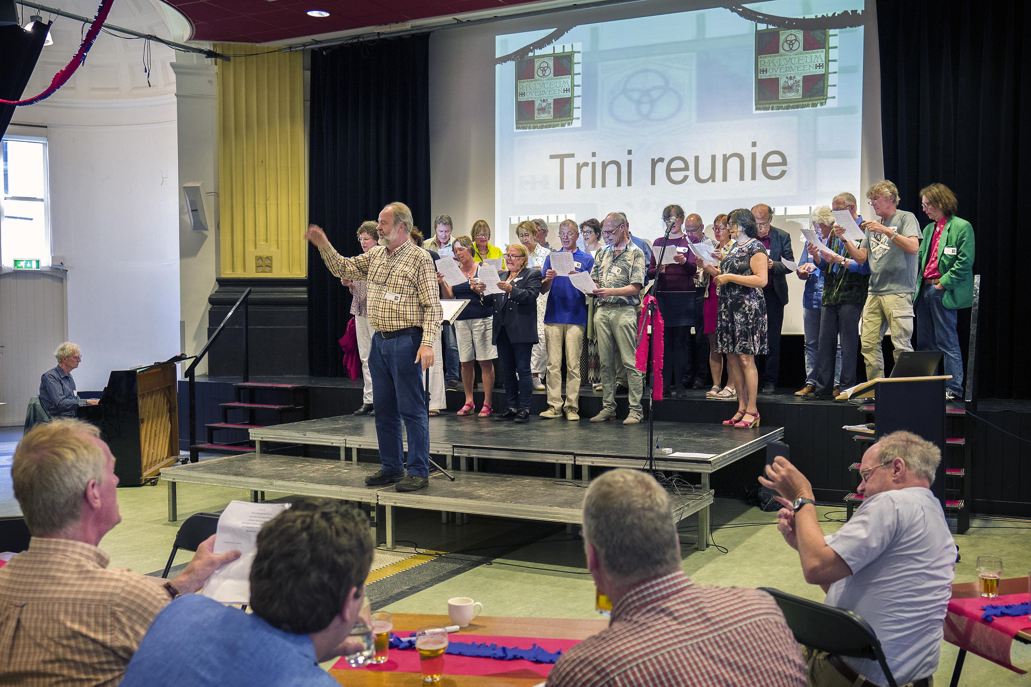 Organisatiecomité reünie Haarlems Triniteitslyceum koopt oude glas-in-loodramen: 'Ze mochten niet in handen vallen van niet-Trinitariërs'