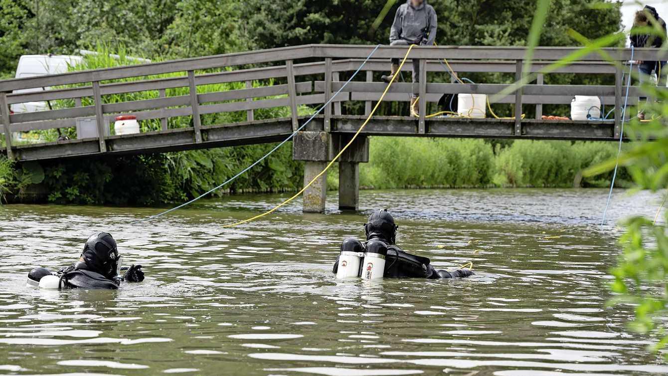 Duikers zoeken in water recreatiegebied naar lichaam Hoornse Sumanta