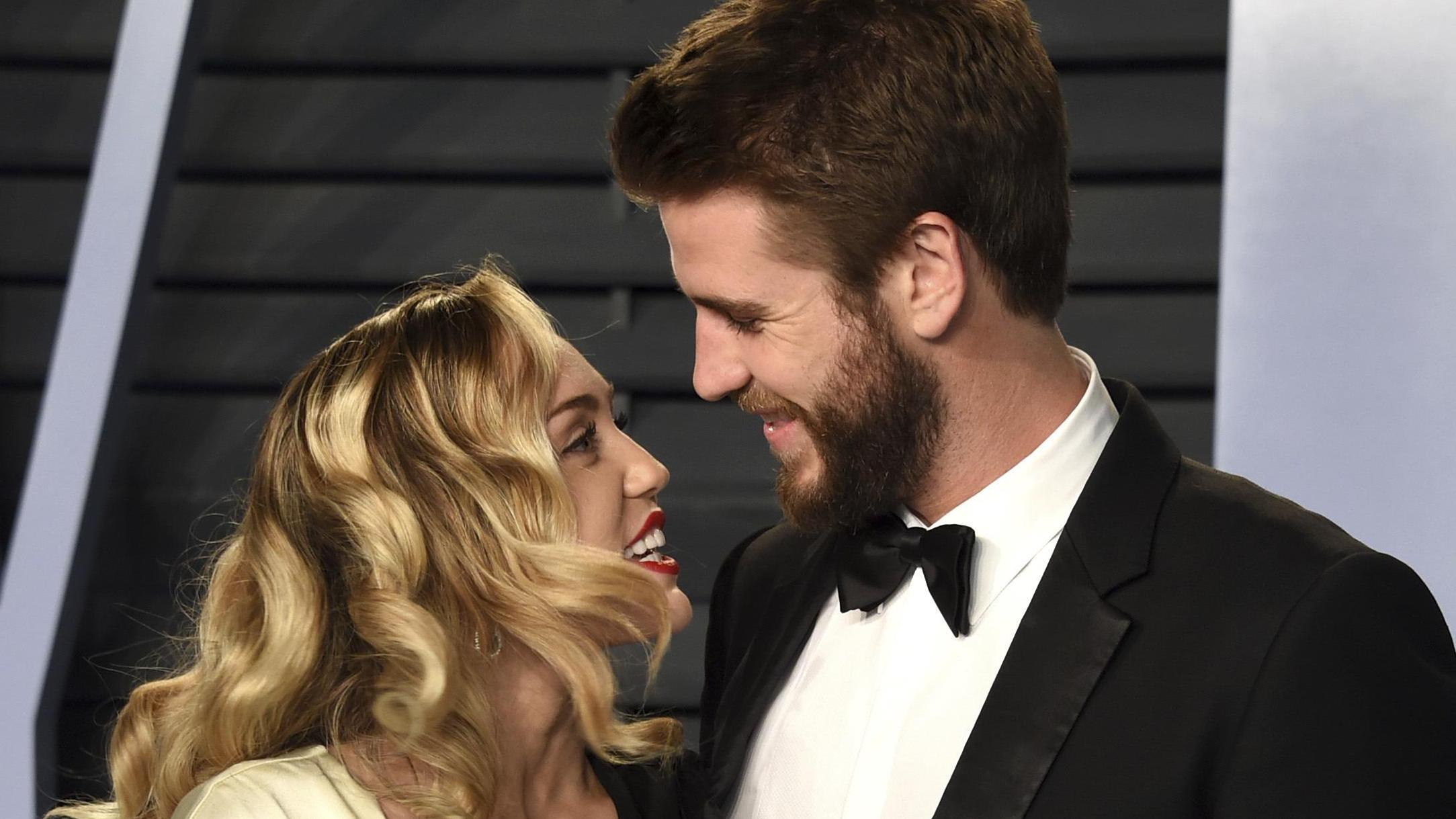 Wie is Pattinson dating numeest dating site in de wereld