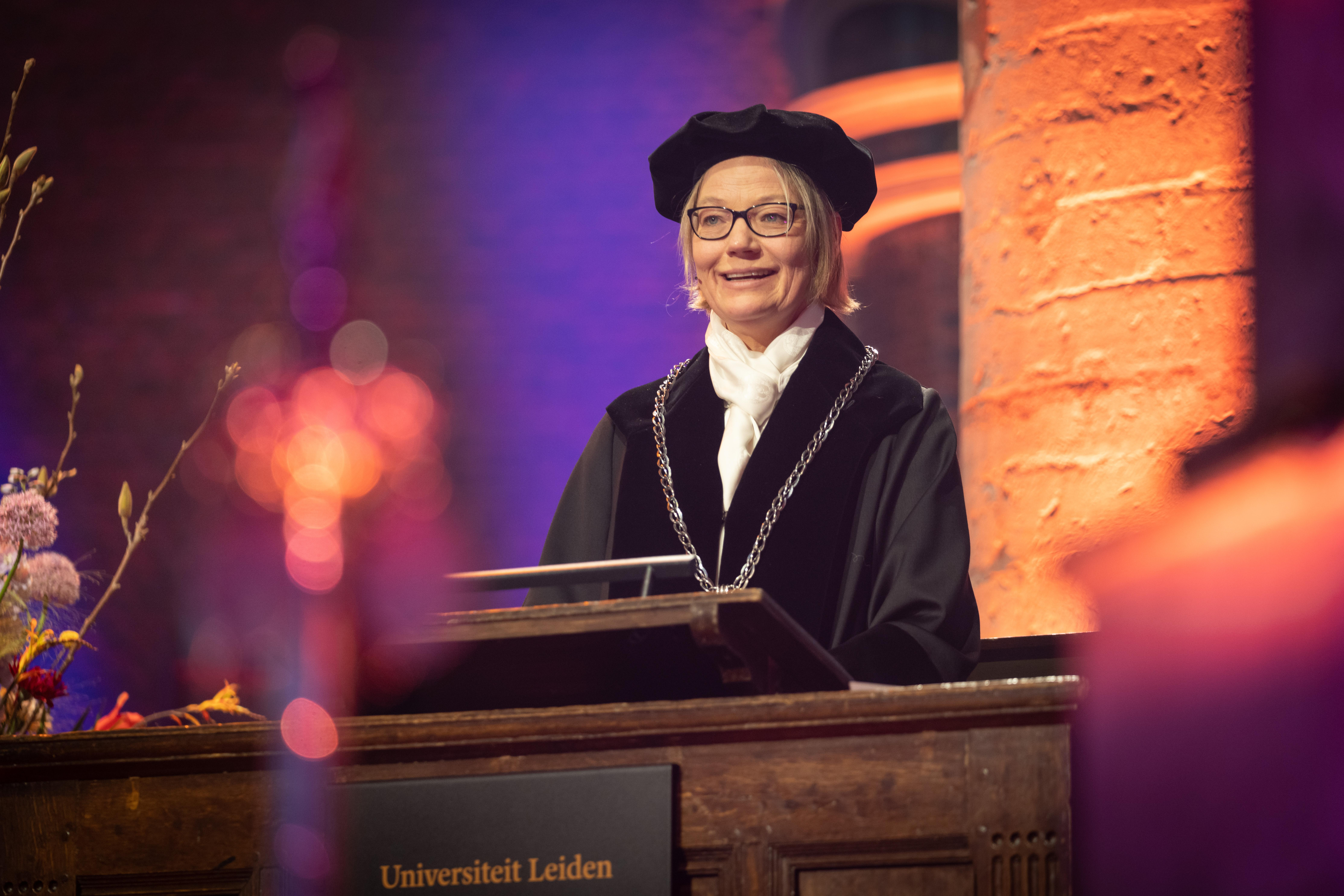Laatste dies voor Carel Stolker - 'Vale, rector magnifice' klonk het in een lege Pieterskerk