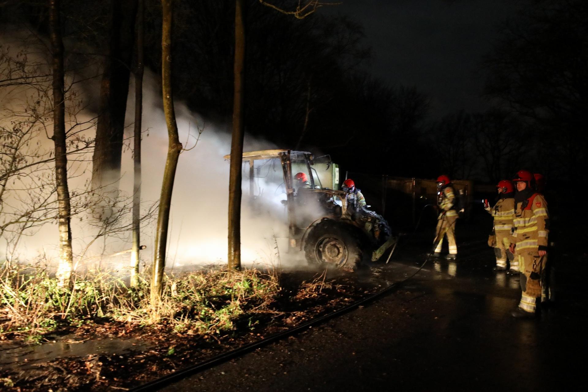 Tractor uitgebrand in Blaricum; politie doet onderzoek