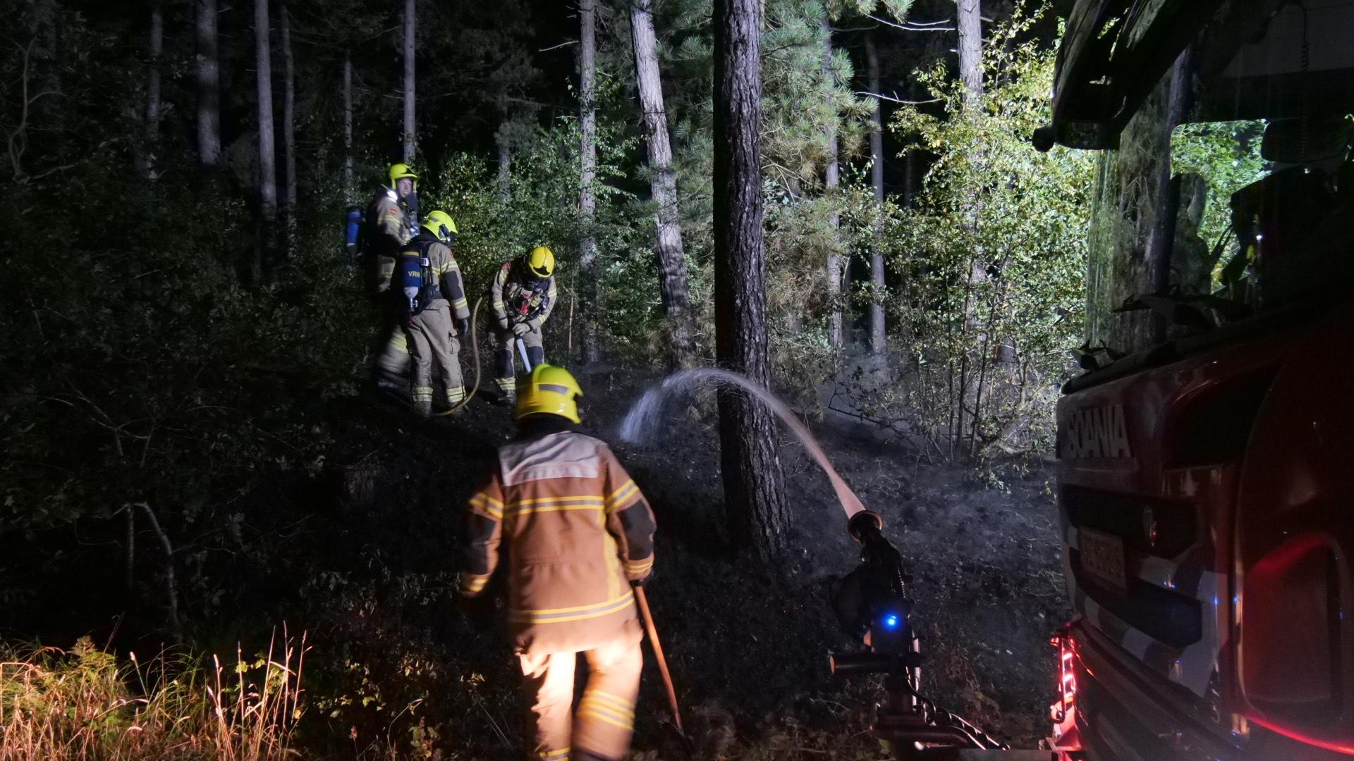 Duinbrand bij De Koog op Texel: ambulance paraat vanwege campings in de buurt