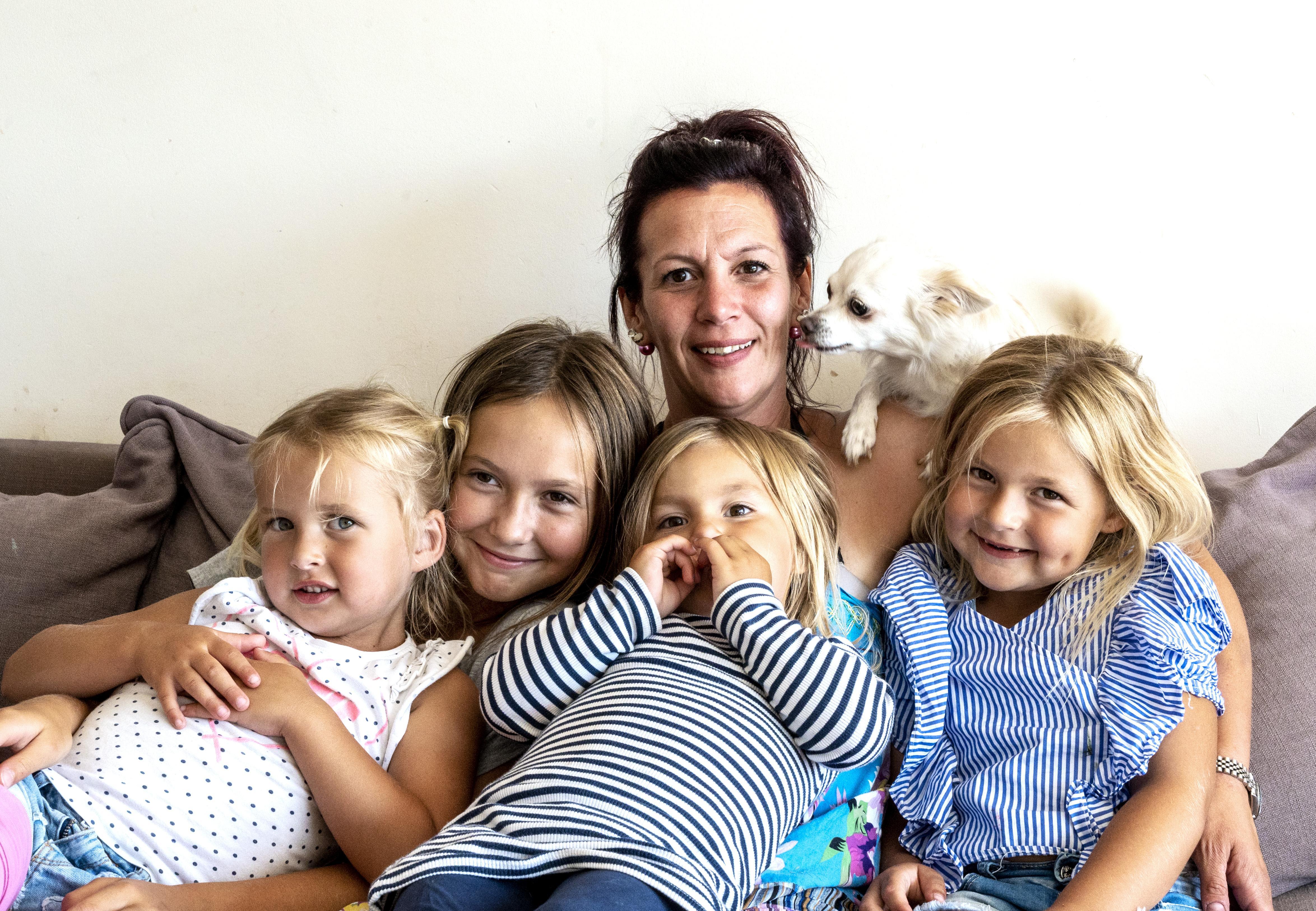 Yvonne Deijkers uit IJmuiden heeft vier kinderen en leeft van 90 euro in de week. 'Maar ik kom niks tekort, en mijn kinderen ook niet'