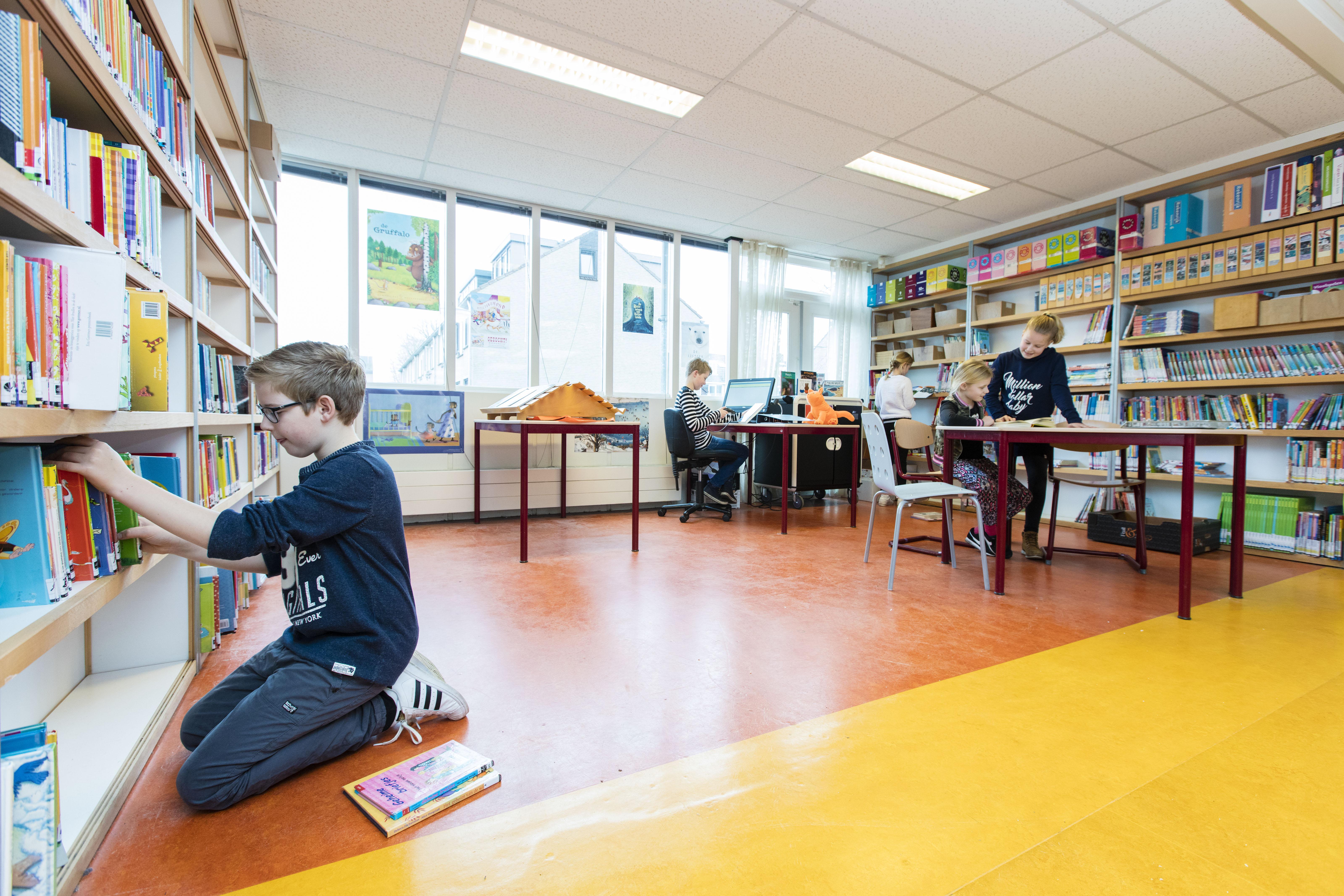 Bibliotheek Rijn en Venen opent vijf afhaalloketten voor boeken