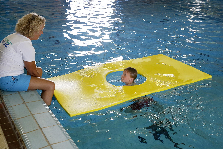 Zwembad De Wirg in Winkel ging een week voor het afzwemmen dicht; nu kan de jeugd de jacht op het diploma hervatten
