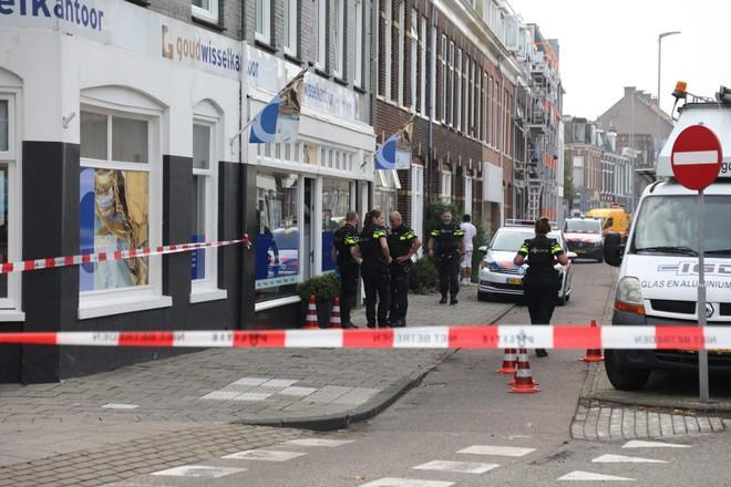 Verdachte (18) van overval op Haarlems goudwisselkantoor blijft achter de tralies, hoewel zijn advocaat denkt dat het belangrijk is dat hij z'n schooljaar afmaakt