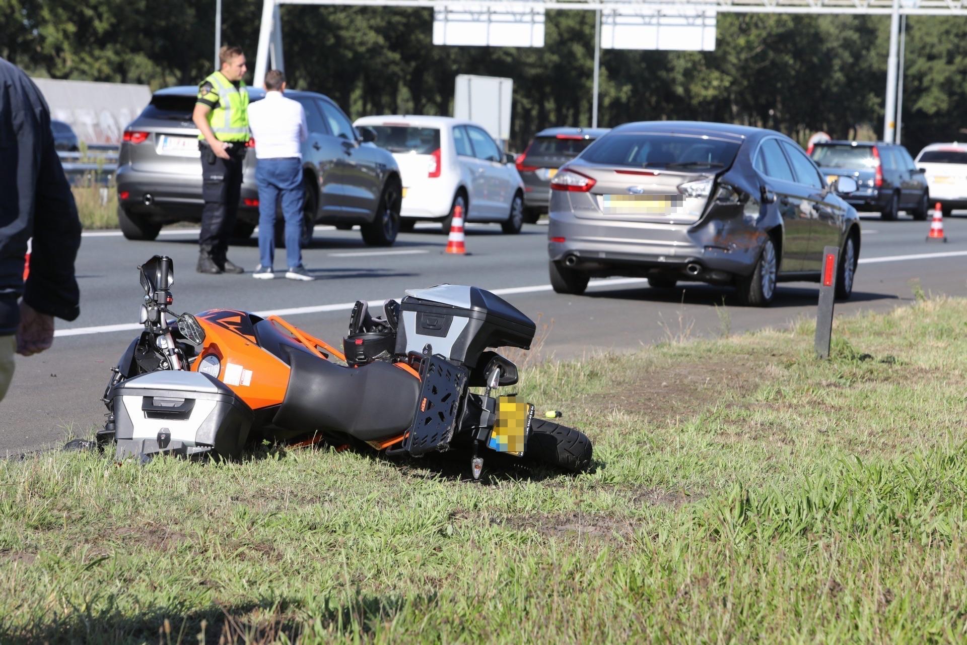 Veel oponthoud op A1 richting Amsterdam door ongevallen bij Naarden en Eemnes