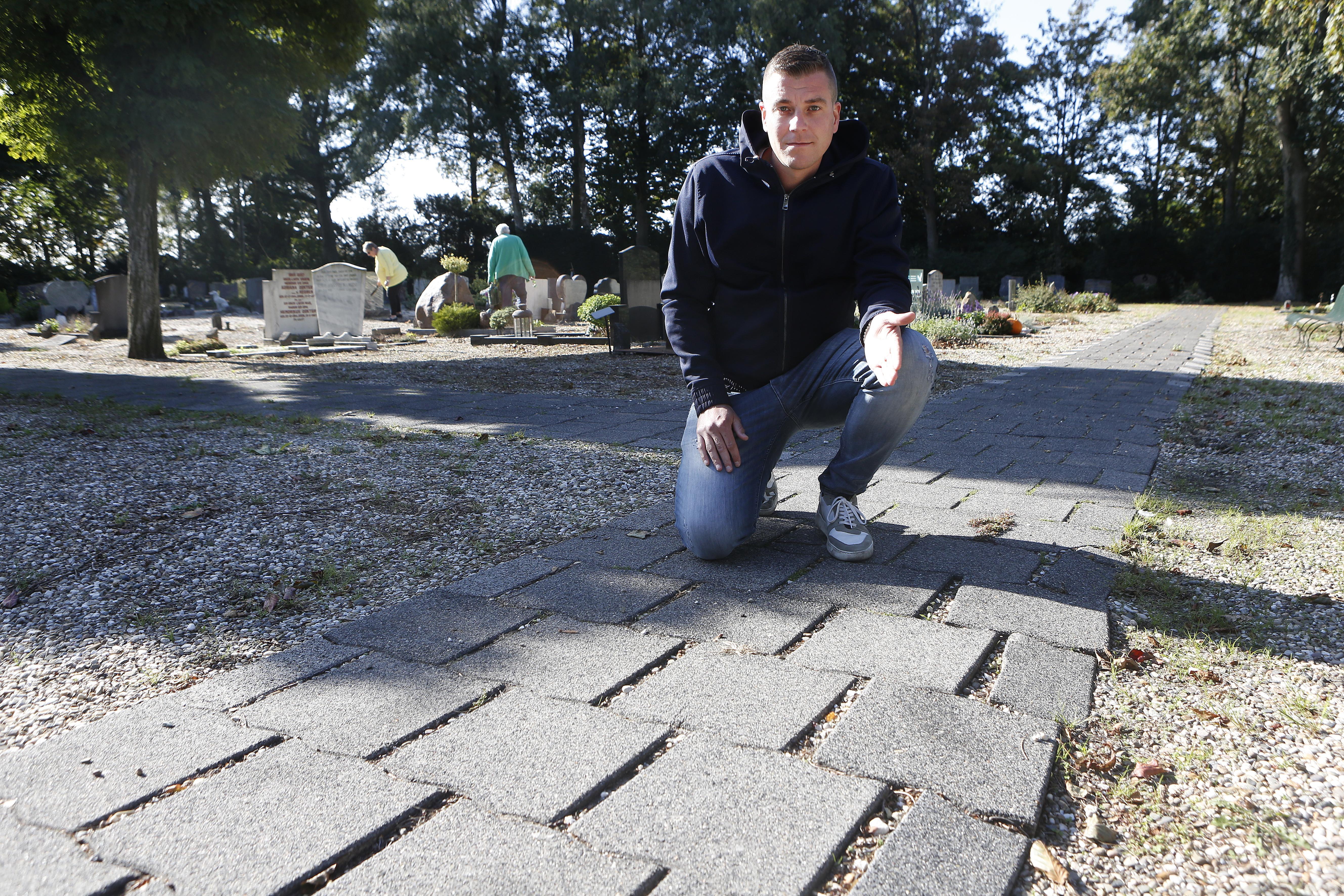 Klachtenregen over 'rommeltje' op begraafplaats Rading in Nieuw-Loosdrecht