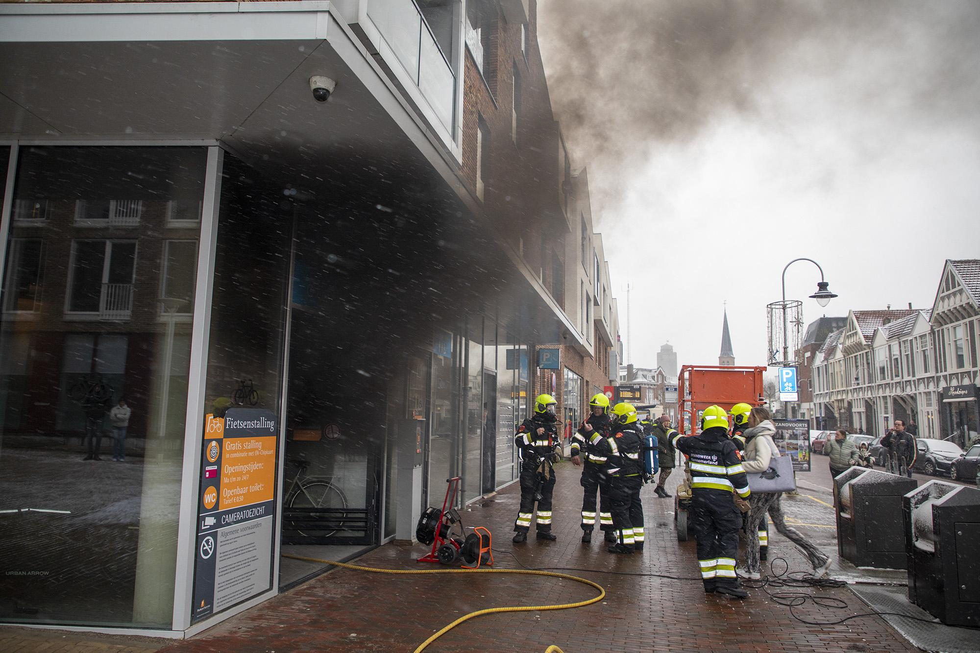 Veel rook bij brand in fietsenstalling Zandvoort