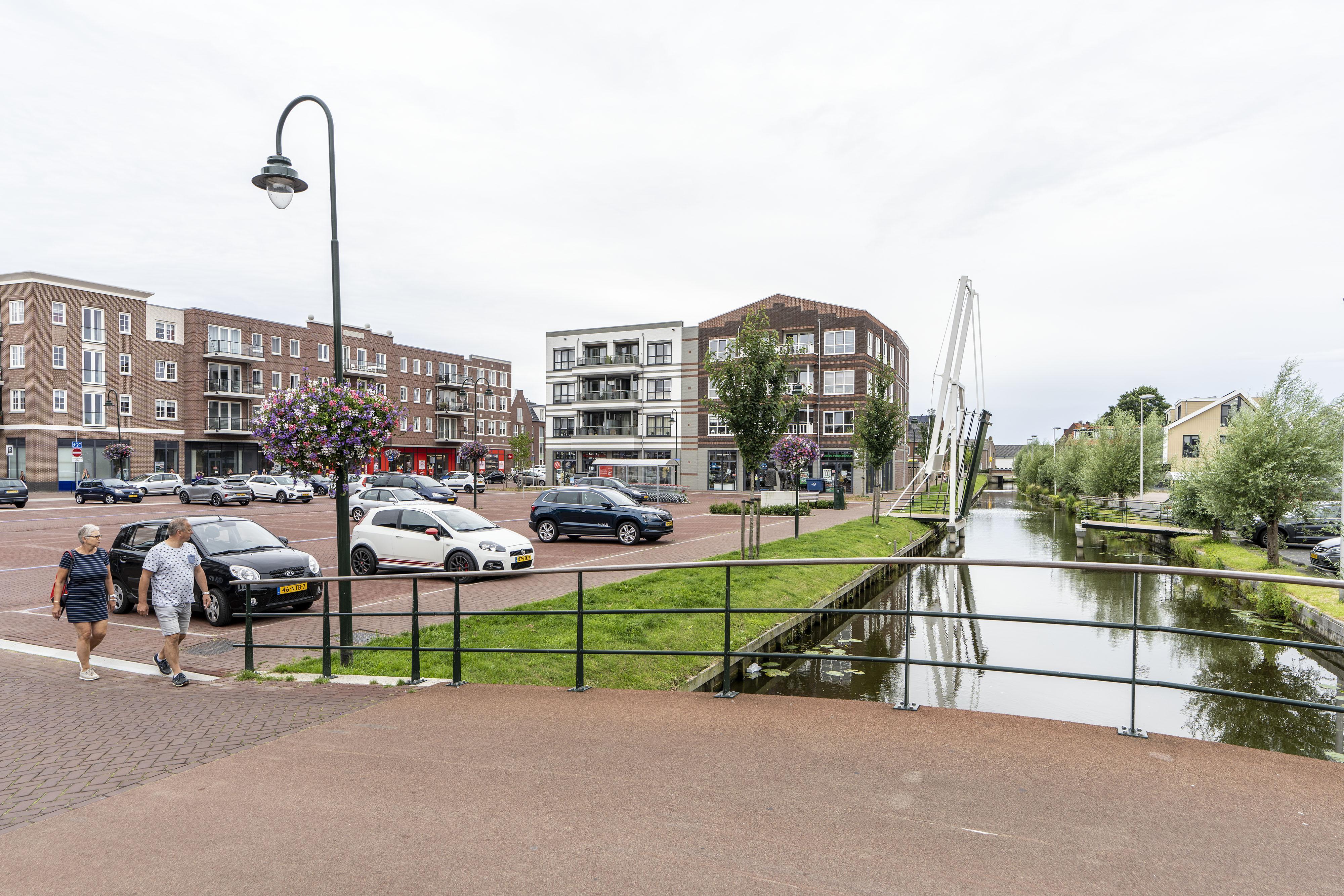 De ophaalbrug kan overdag weer omlaag in Roelofarendsveen-centrum