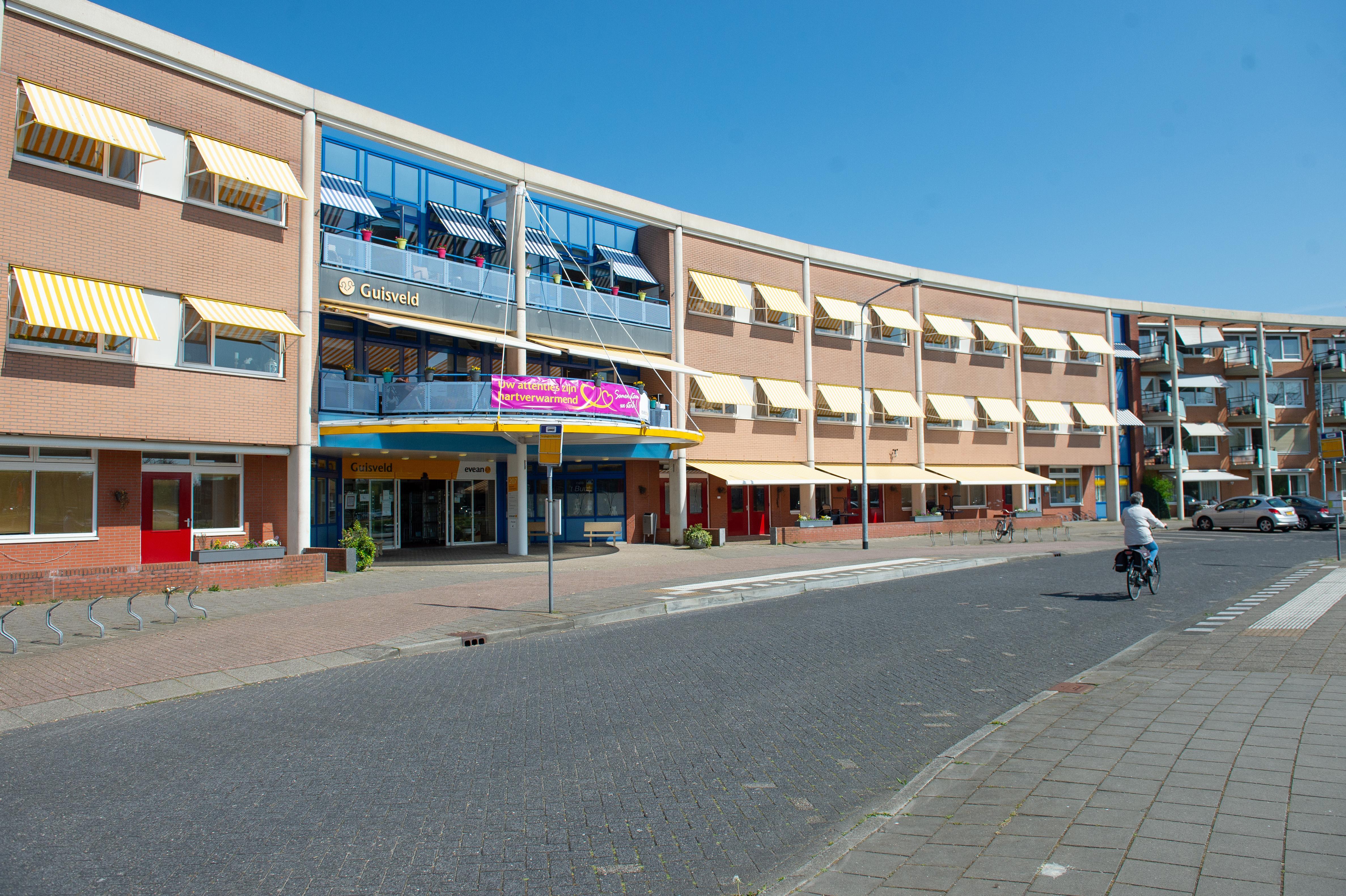 Defensie helpt verpleeghuis Guisveld in Zaandijk; besmetting met virus nu ook op tweede geriatrische afdeling