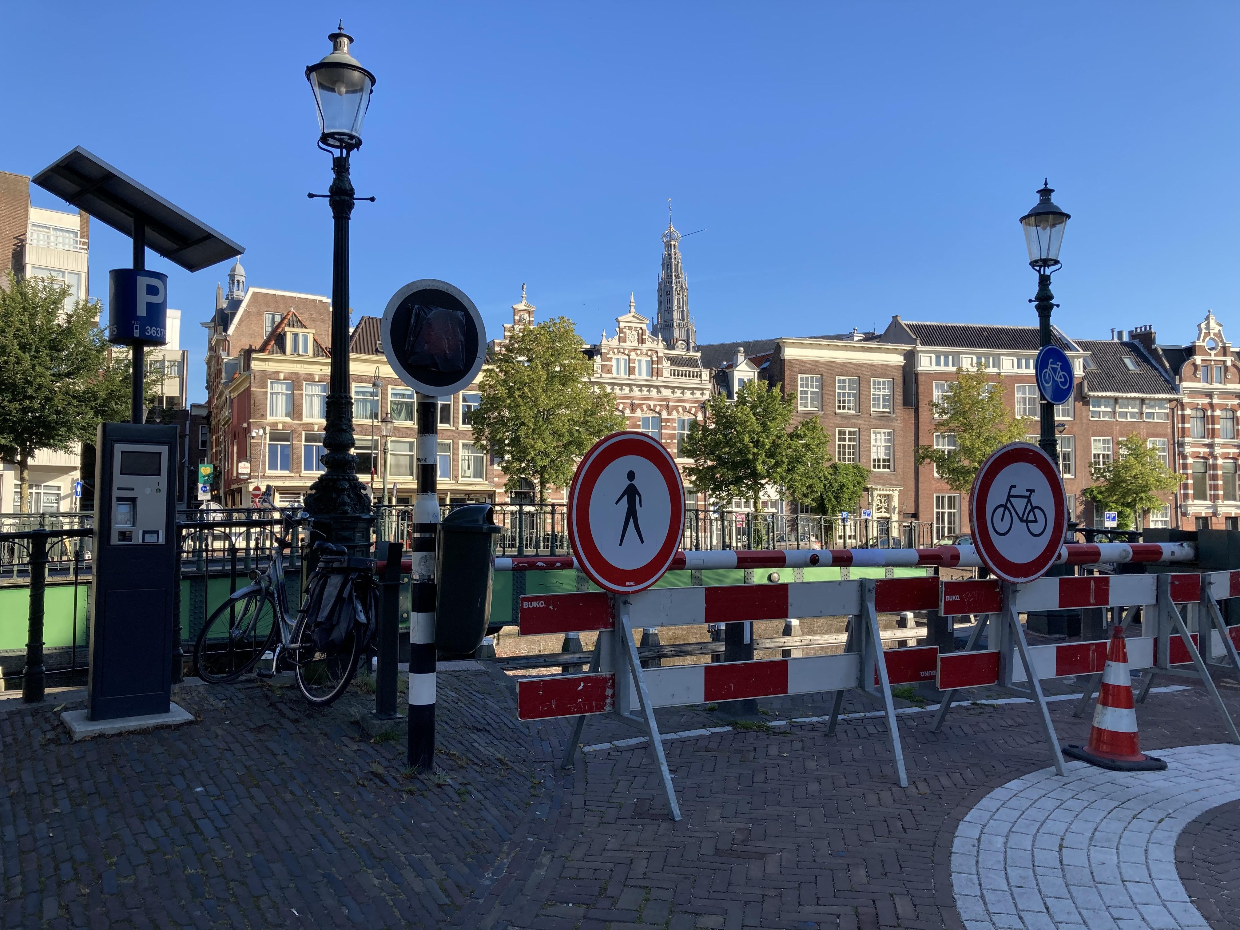 Melkbrug in Haarlem gaat niet meer open (of dicht): overlast voor fietsers en voetgangers [update]