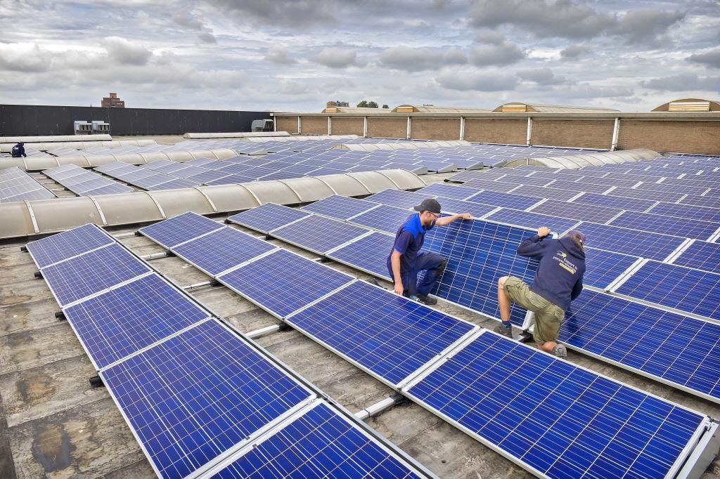 Eemland: Eerst zonnepanelen op daken bedrijven, later misschien 'zonnepolders' bij Eemnes