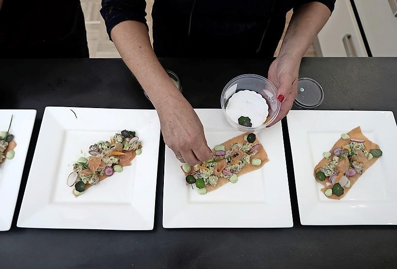 Culinair uitje aan de keukentafel met ingrediënten uit West-Friesland [video]