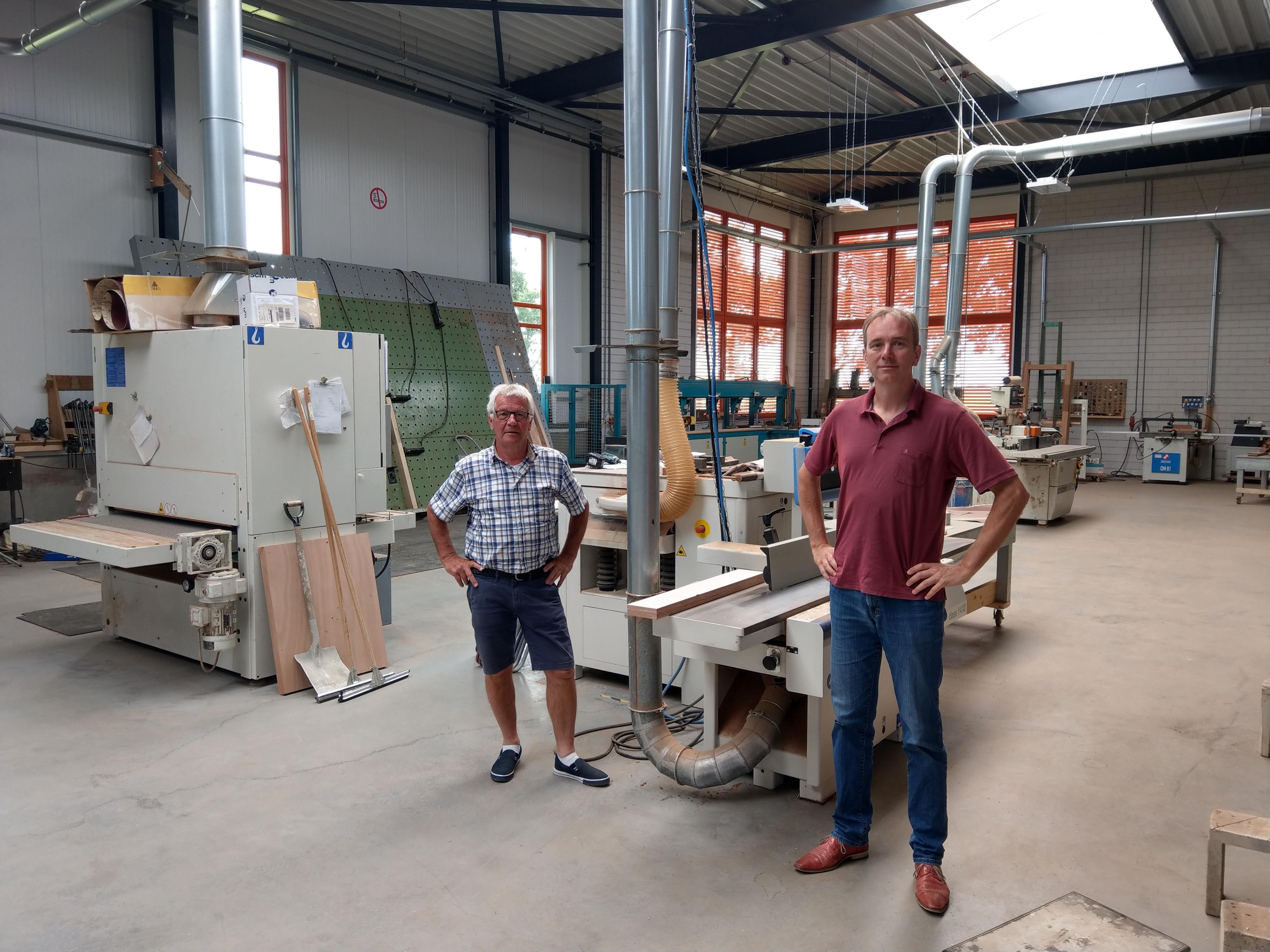 Zangstudio Haarlem brengt tangomis in een timmerfabriek. 'Toepasselijk, want de tango is op de werkvloer ontstaan' [video]