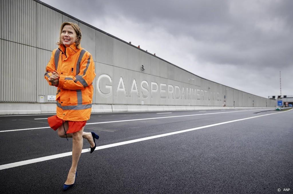 Van Nieuwenhuizen noemt bezuinigen op asfalt 'onverantwoord'