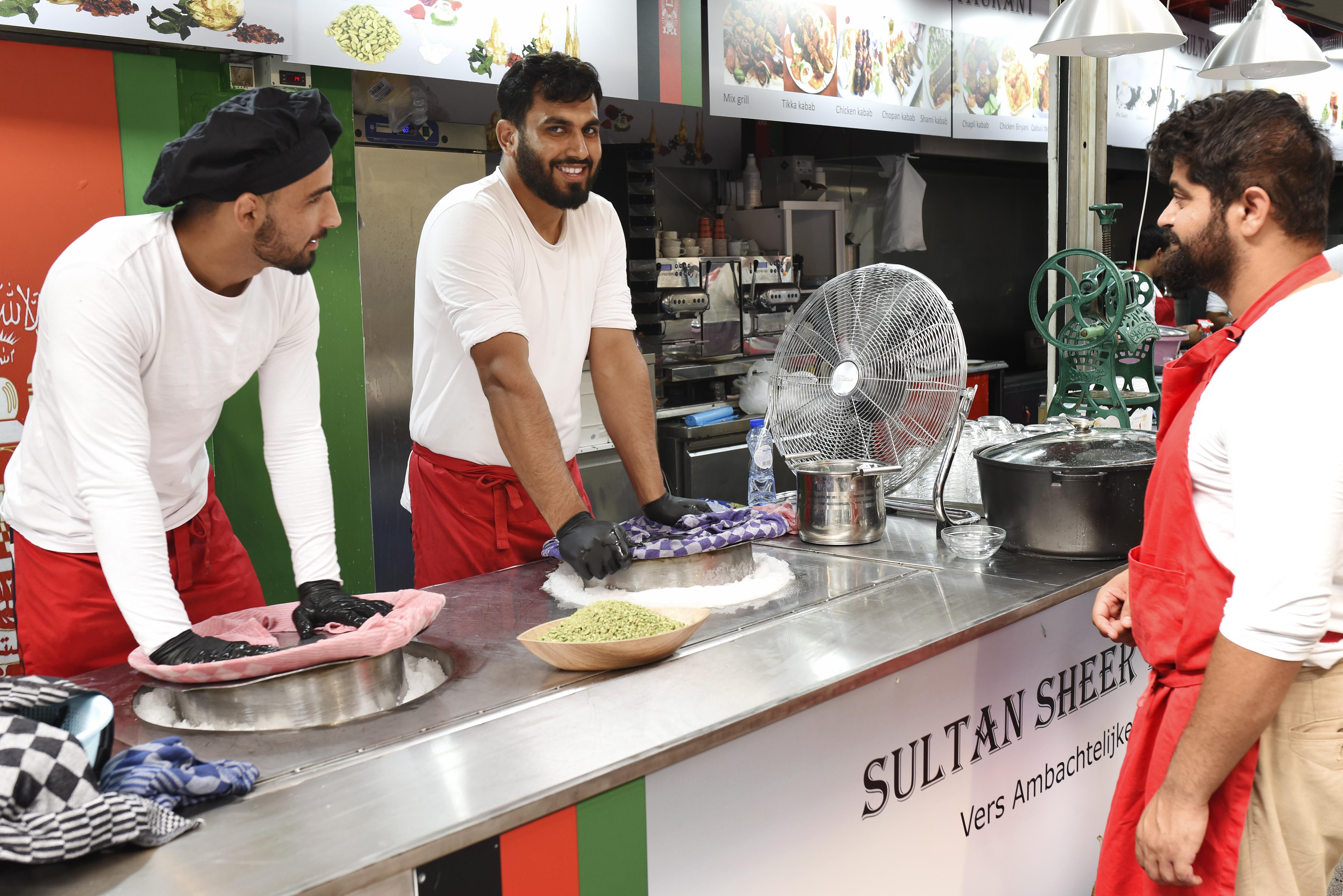 Afghaans 'spierballen-ijs' met geheel eigen smaak is uitsluitend verkrijgbaar op de Beverwijkse Bazaar