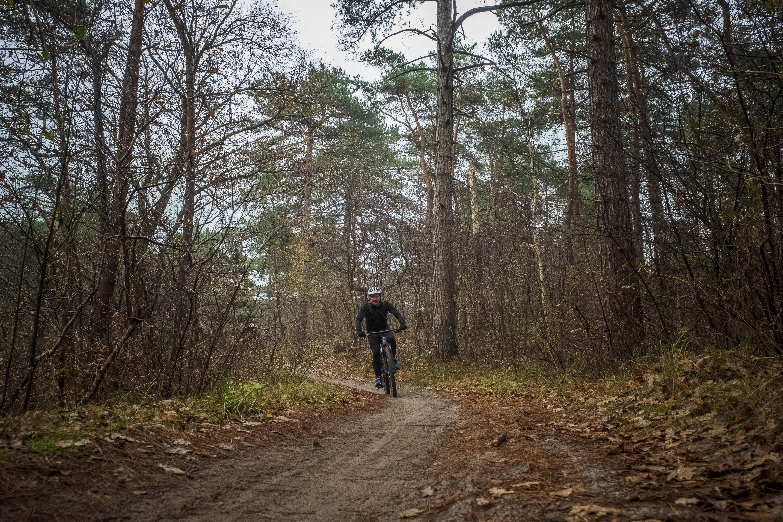 Tegen een boom of over de kop: dit jaar moest de reddingsbrigade in Schoorl 21 keer uitrukken voor een mountainbiker. Is het parcours te lastig? Te druk? Of wordt er teveel risico genomen?