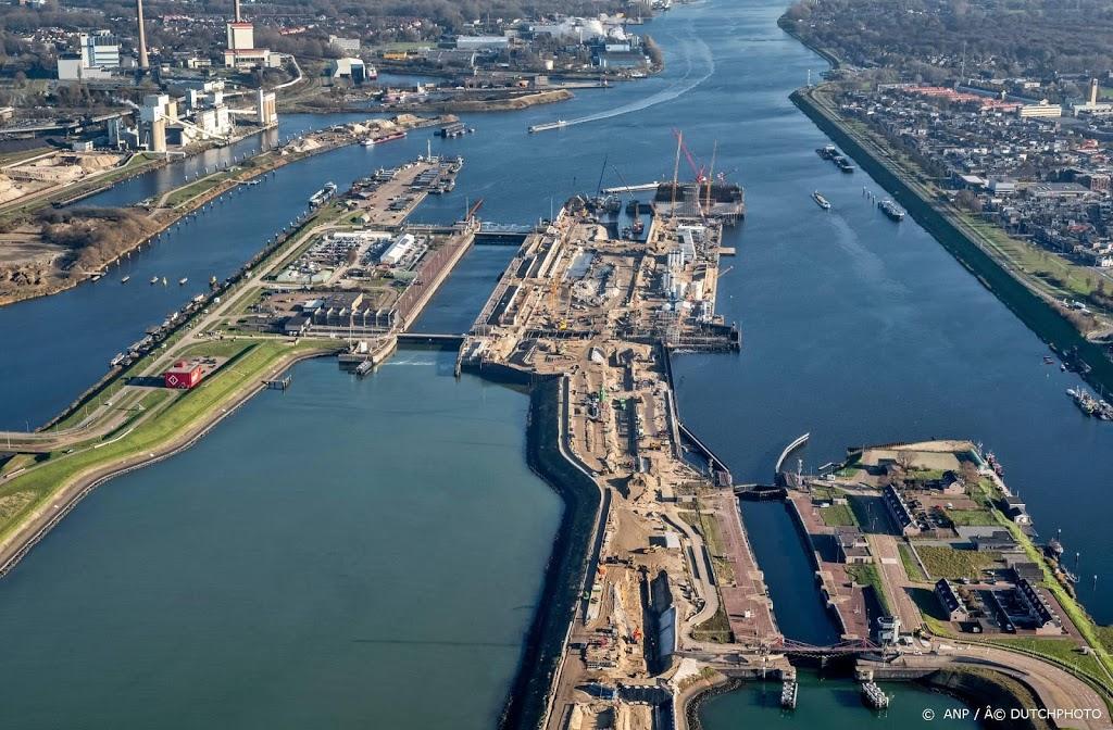 Zeesluis IJmuiden is de naam 's werelds grootste zeesluis
